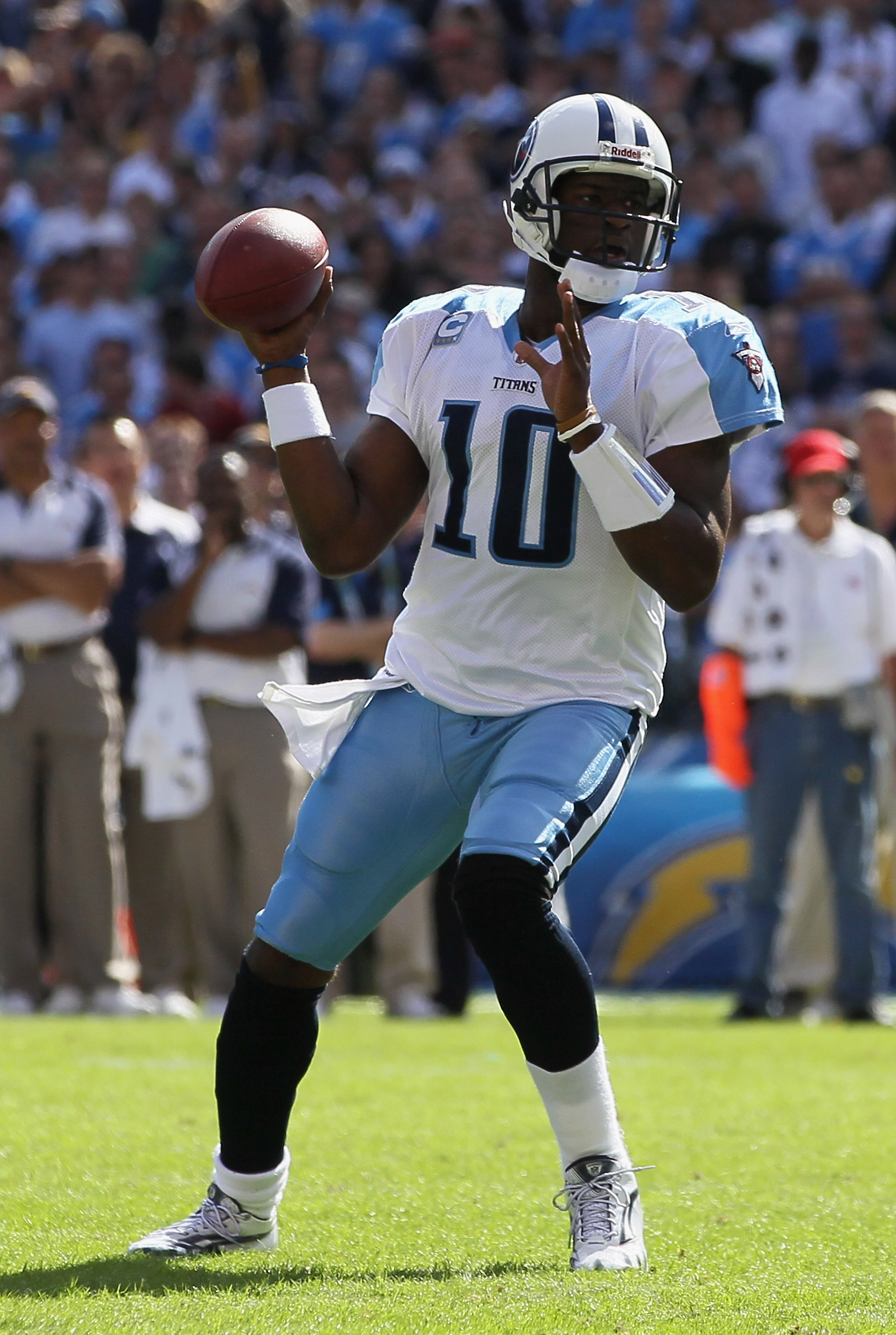 SAN DIEGO - OCTOBER 31:  Quarterback Vince Young #10 of the Tennessee Titans drops back to pass against the San Diego Chargers in the second quarter at Qualcomm Stadium on October 31, 2010 in San Diego, California. The Chargers defeated the Titans 33-25.
