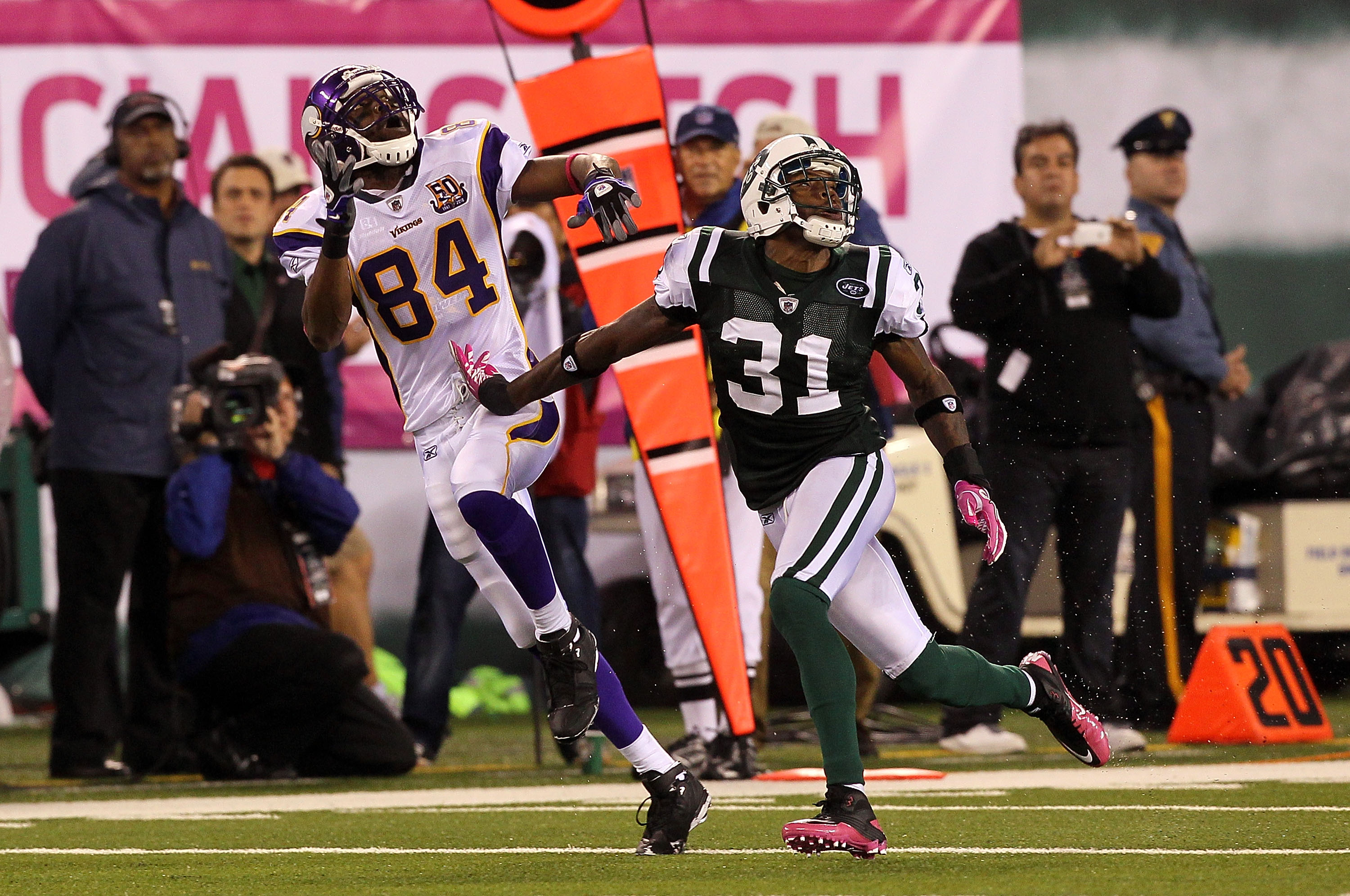 EAST RUTHERFORD, NJ - OCTOBER 11:  Randy Moss #84 of the Minnesota Vikings runs a pattern on offense against Antonio Cromartie #31 of the New York Jets at New Meadowlands Stadium on October 11, 2010 in East Rutherford, New Jersey. The Jets won 29-20. (Pho