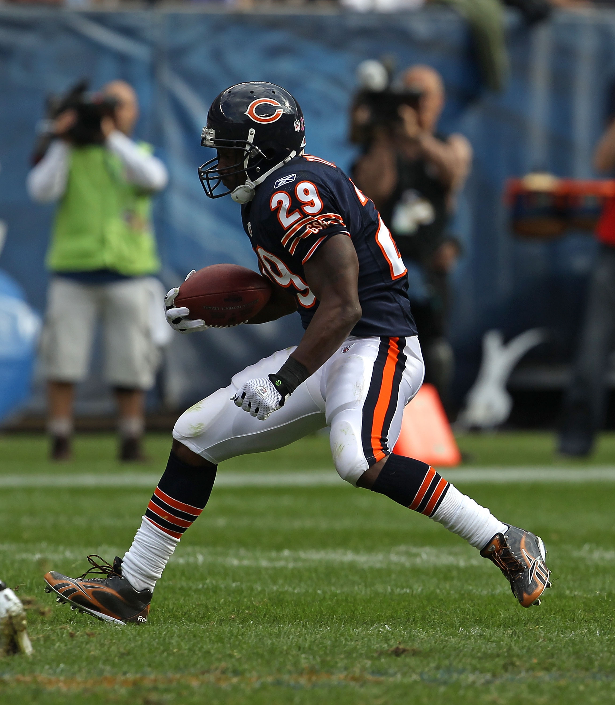 CHICAGO - OCTOBER 24: Chester Taylor #29 of the Chicago Bears runs against the Washington Redskins at Soldier Field on October 24, 2010 in Chicago, Illinois. The Redskins defeated the Bears 17-14. (Photo by Jonathan Daniel/Getty Images)