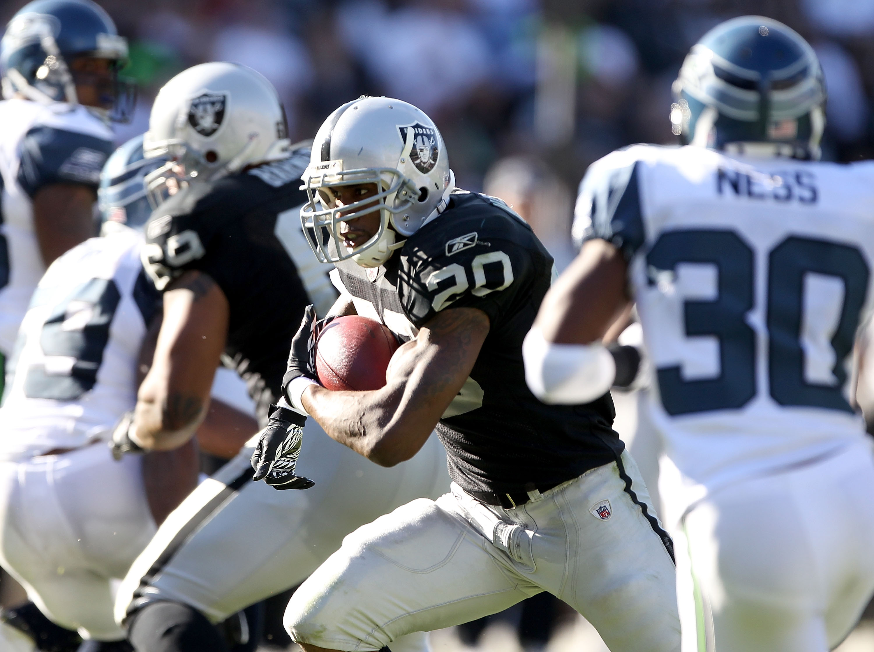OAKLAND, CA - OCTOBER 31:  Darren McFadden #20 of the Oakland Raiders runs with the ball against the Seattle Seahawks at Oakland-Alameda County Coliseum on October 31, 2010 in Oakland, California.  (Photo by Ezra Shaw/Getty Images)