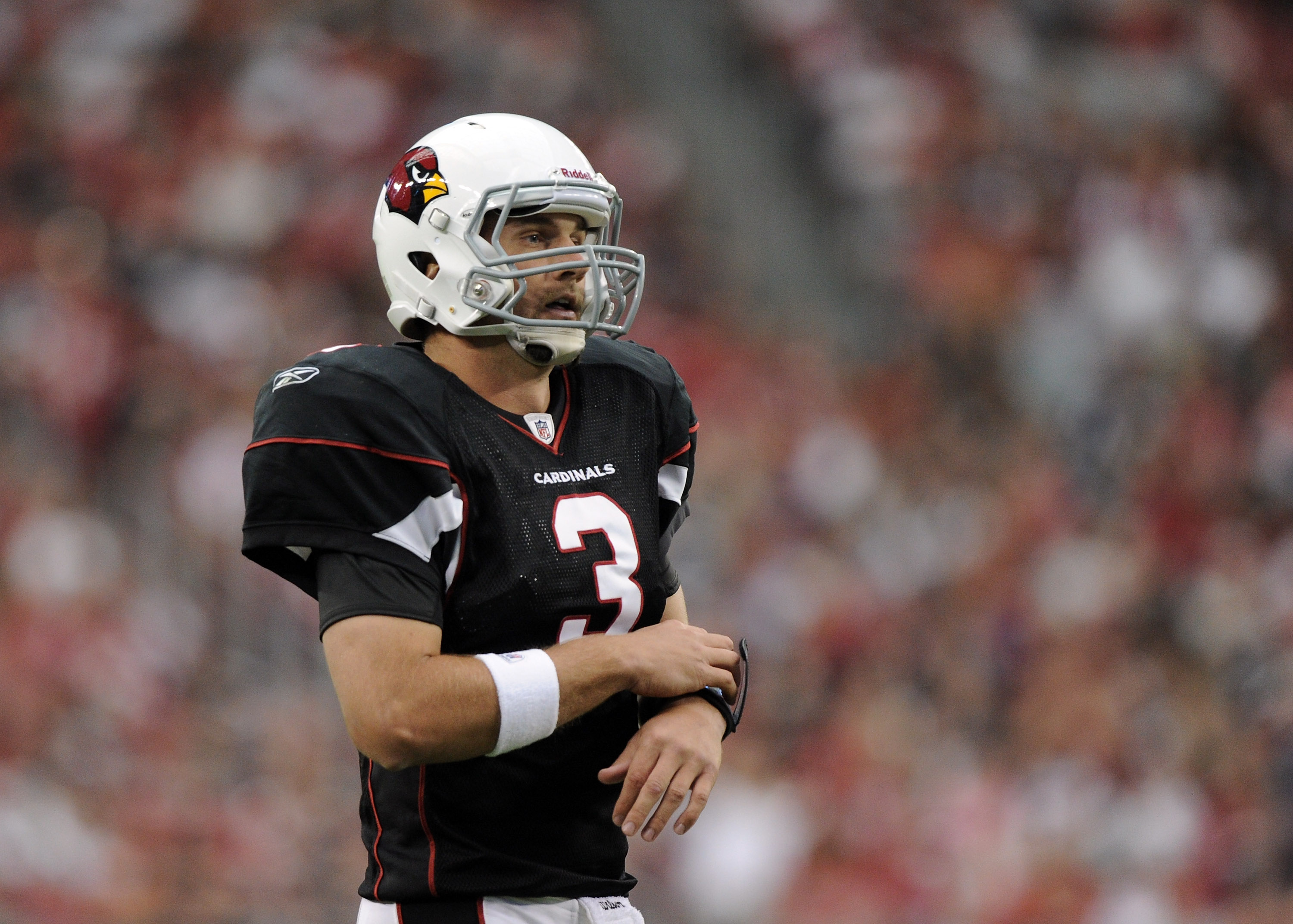 GLENDALE, AZ - OCTOBER 31:  Derek Anderson #3 of the Arizona Cardinals prepares to call a play against the Tampa Bay Buccaneers at University of Phoenix Stadium on October 31, 2010 in Glendale, Arizona.  (Photo by Harry How/Getty Images)