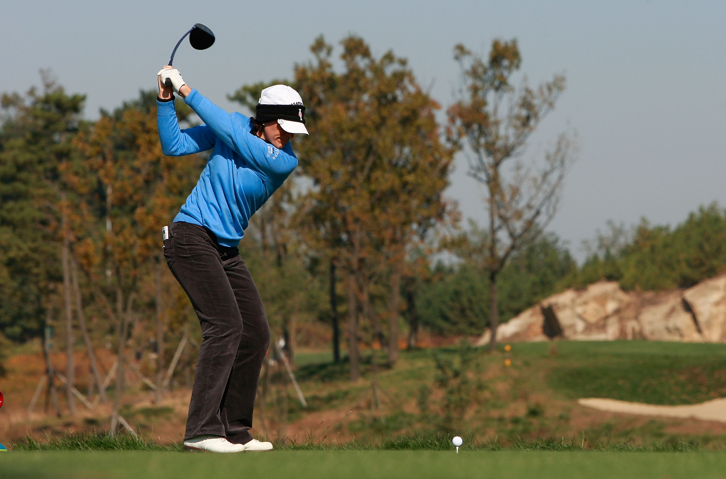 INCHEON, SOUTH KOREA - OCTOBER 29:  Juli Inkster of United States hits a tee shot on the second hole during the 2010 LPGA Hana Bank Championship at Sky 72 golf club on October 29, 2010 in Incheon, South Korea.  (Photo by Chung Sung-Jun/Getty Images)