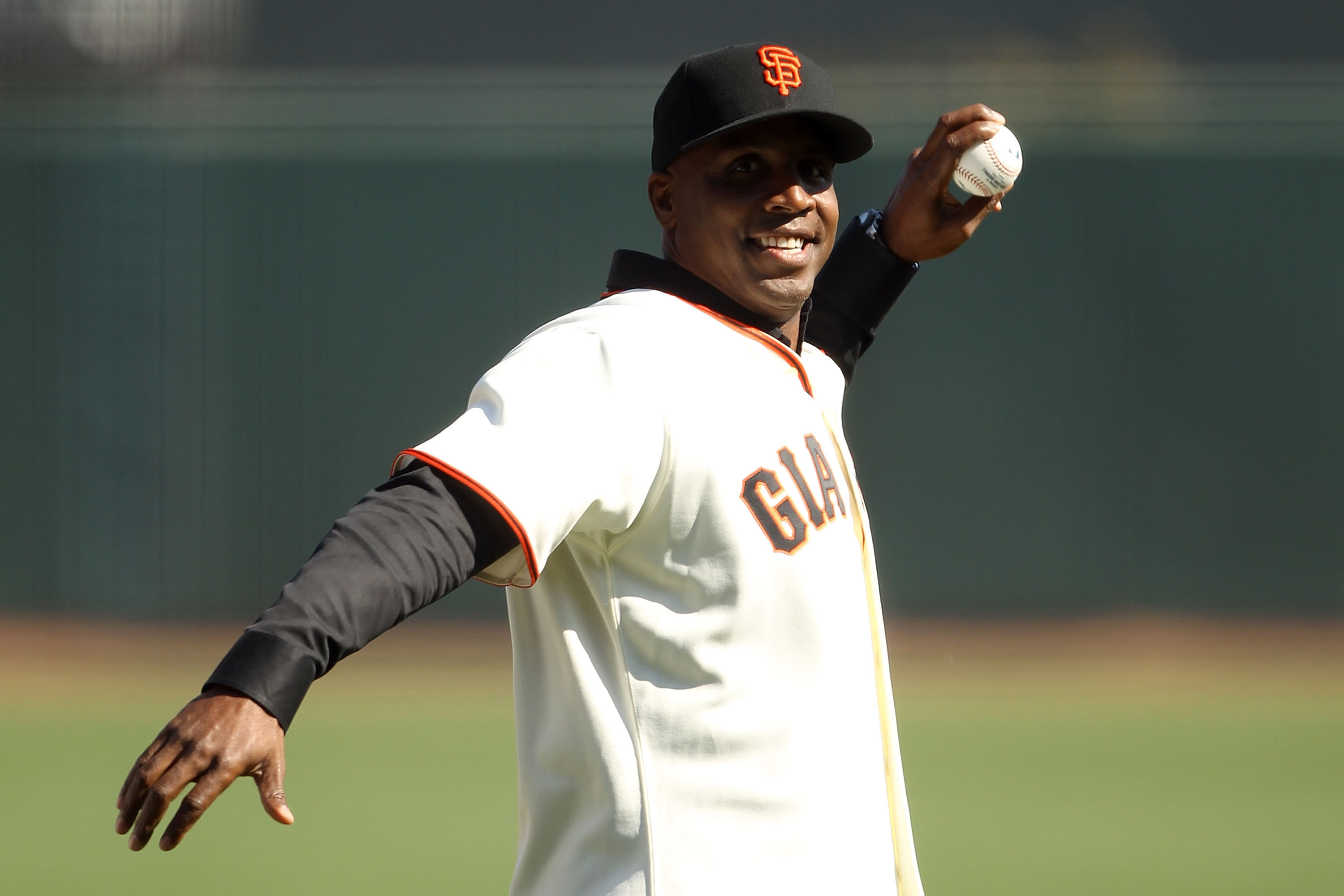 SAN FRANCISCO - OCTOBER 19:  Former San Francisco Giants outfielder Barry Bonds throws out the first pitch prior to Game Three of the NLCS against the San Francisco Giants during the 2010 MLB Playoffs at AT&T Park on October 19, 2010 in San Francisco, Cal