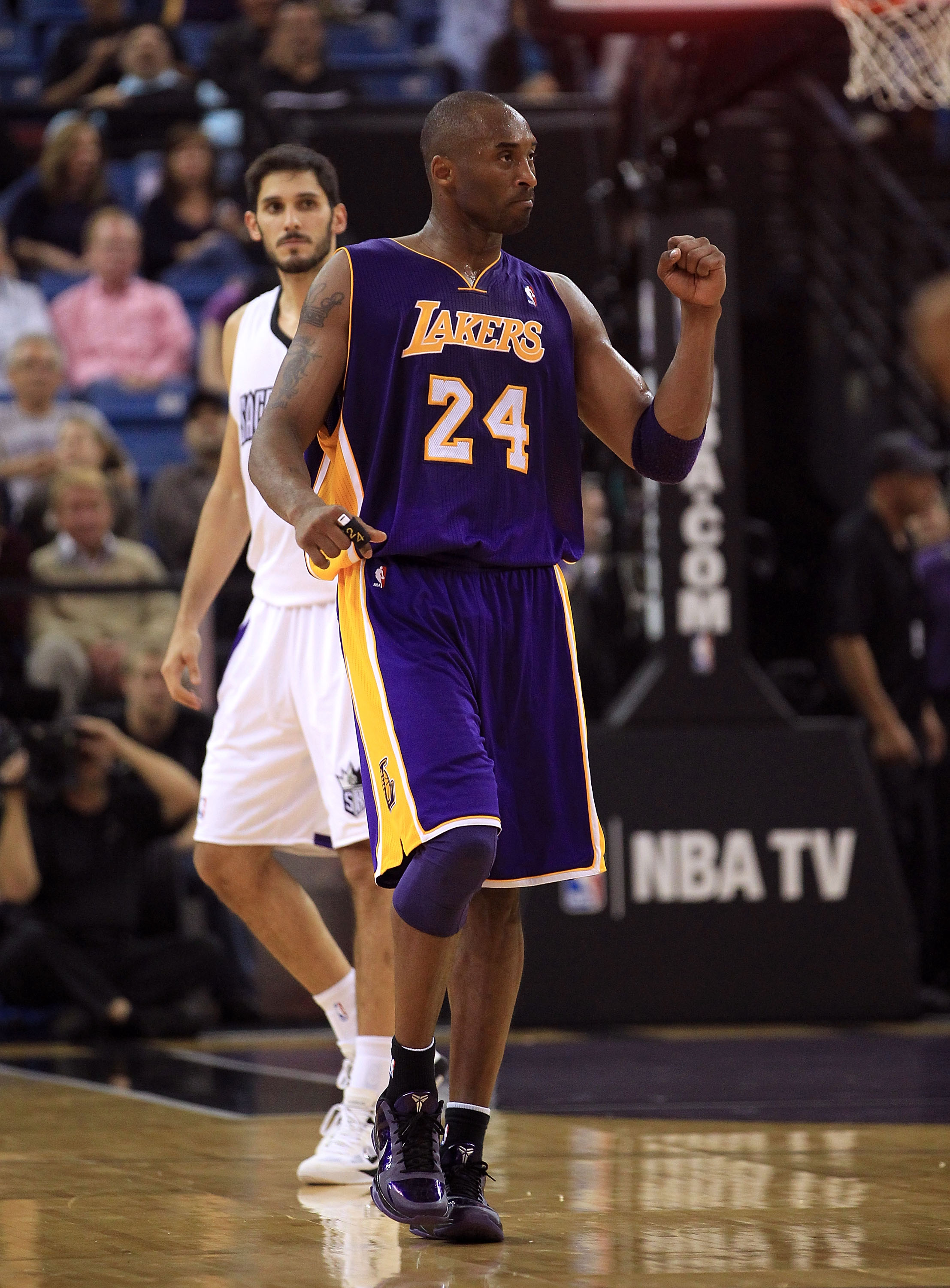 SACRAMENTO, CA - NOVEMBER 03:  Kobe Bryant #24 of the Los Angeles Lakers reacts after a shot during their game against the Sacramento Kings at ARCO Arena on November 3, 2010 in Sacramento, California.  NOTE TO USER: User expressly acknowledges and agrees