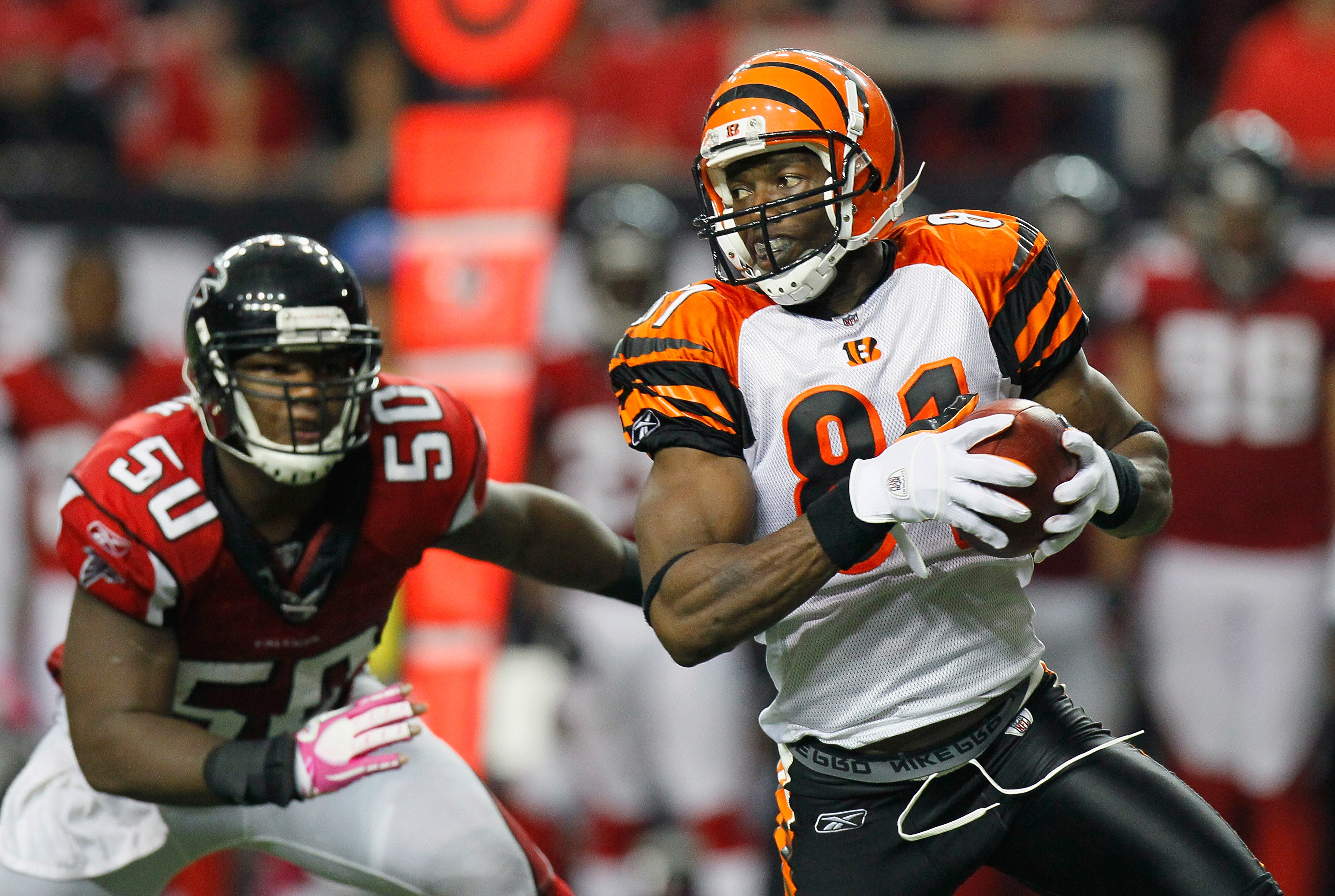 ATLANTA - OCTOBER 24:  Terrell Owens #81 of the Cincinnati Bengals pulls in this reception against Curtis Lofton #50 of the Atlanta Falcons at Georgia Dome on October 24, 2010 in Atlanta, Georgia.  (Photo by Kevin C. Cox/Getty Images)