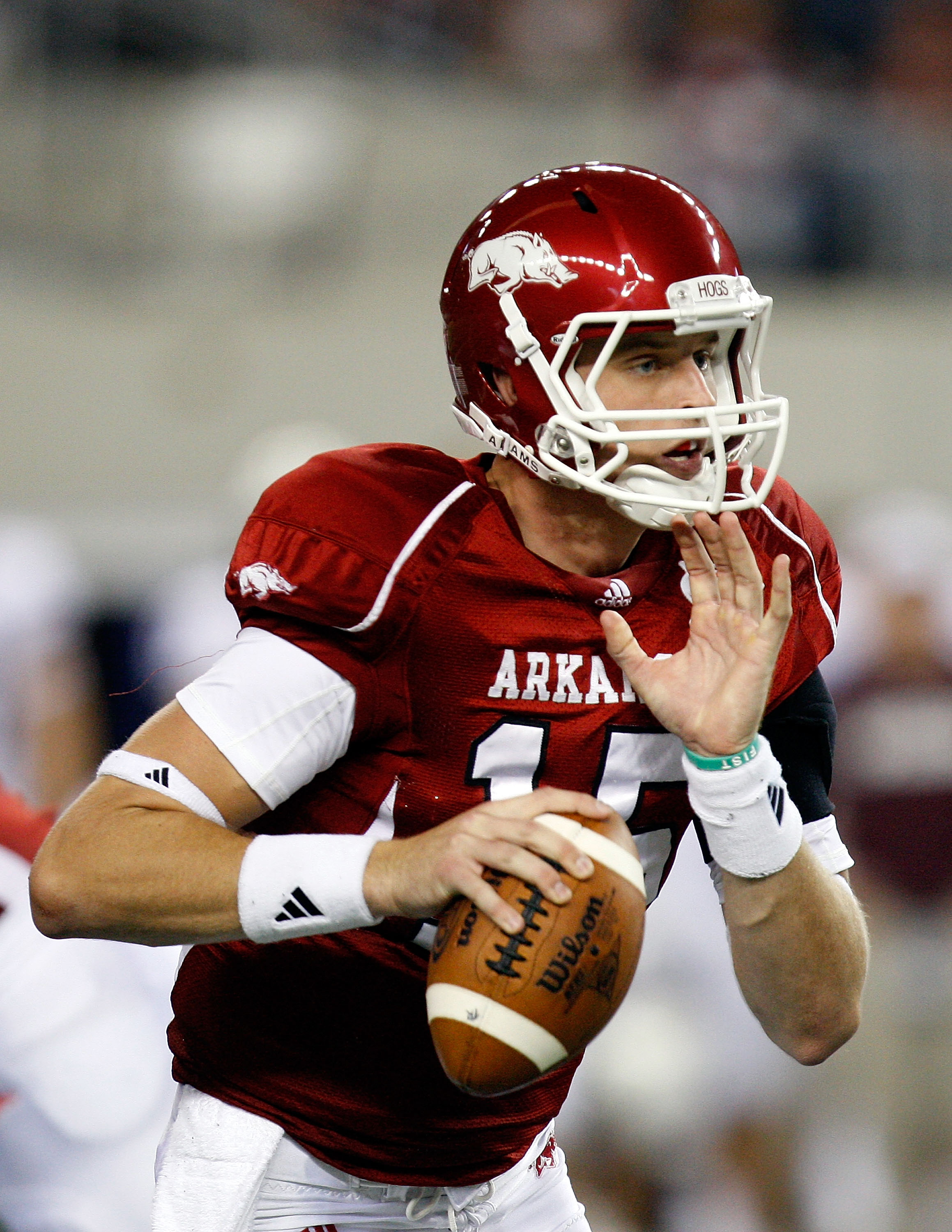 ARLINGTON, TX - OCTOBER 03:  Quarterback Ryan Mallett #15 of the Arkansas Razorbacks drops back to pass against the Texas A&M Aggies at Cowboys Stadium on October 3, 2009 in Arlington, Texas.  (Photo by Ronald Martinez/Getty Images)