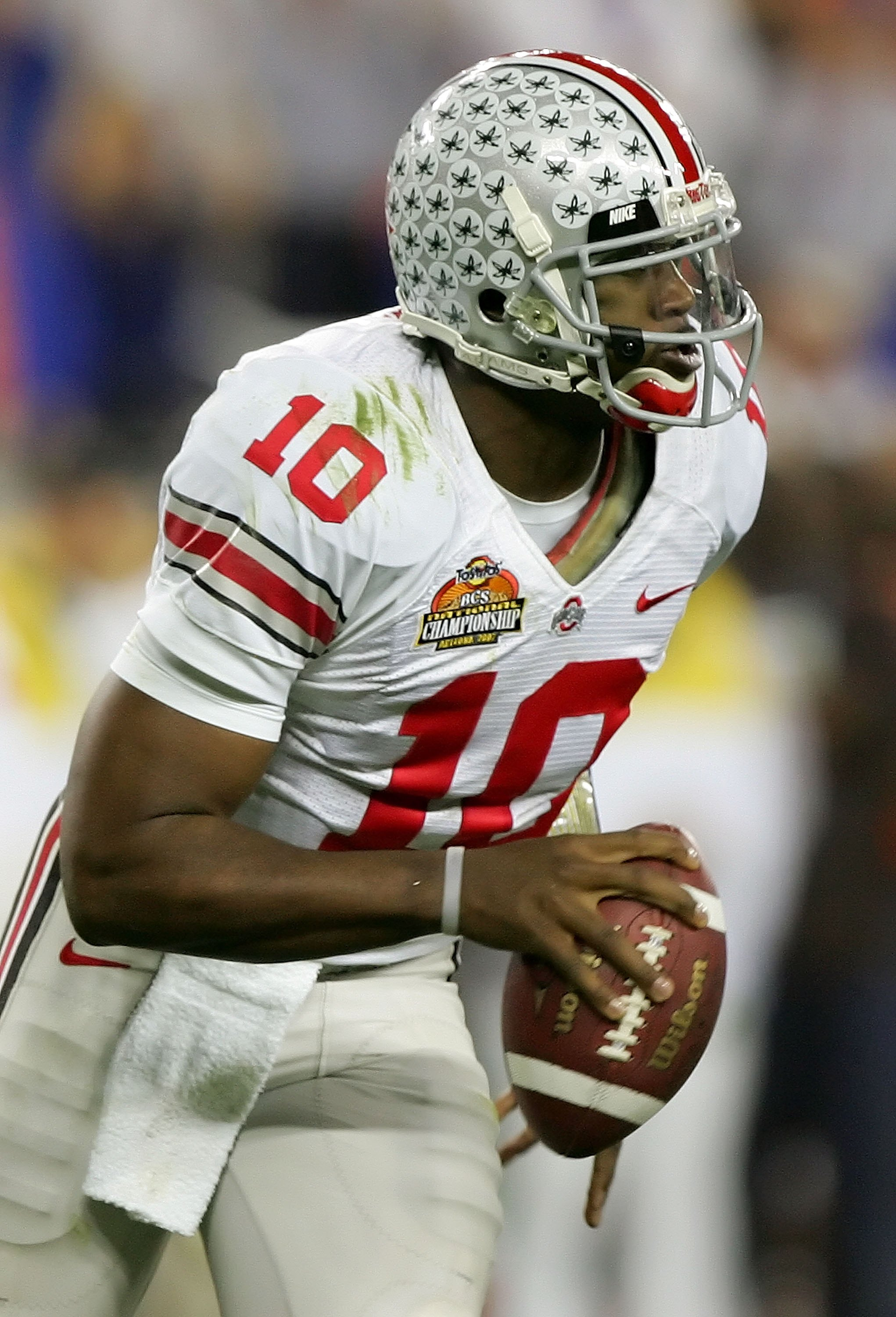 GLENDALE, AZ - JANUARY 08:  Quarterback Troy Smith #10 of the Ohio State Buckeyes runs with the ball in the second quarter during the 2007 Tostitos BCS National Championship Game against the Florida Gators at the University of Phoenix Stadium on January 8