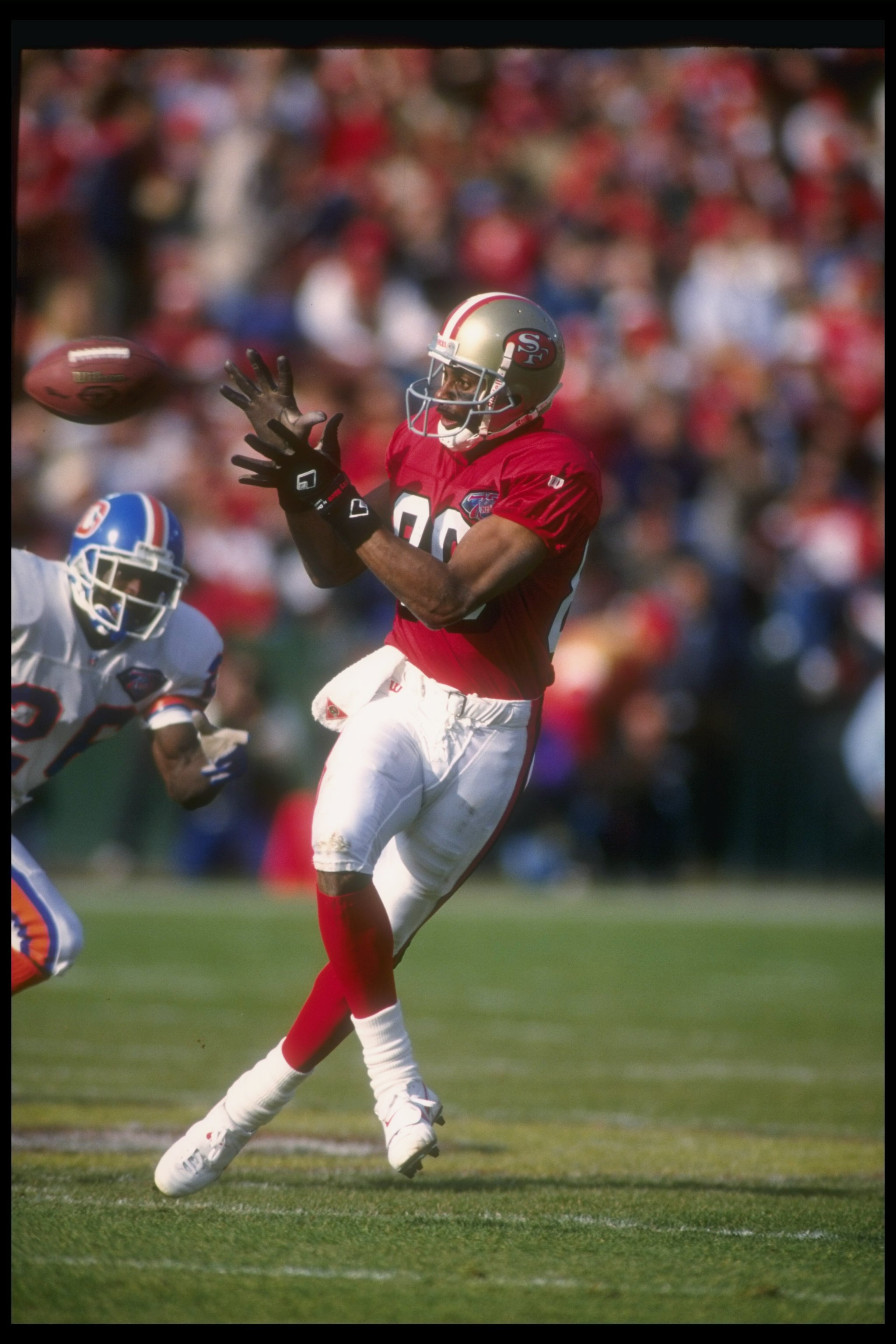 9c5b9ebc20c 17 Dec 1994  Wide receiver Jerry Rice of the San Francisco 49ers catches  the ball