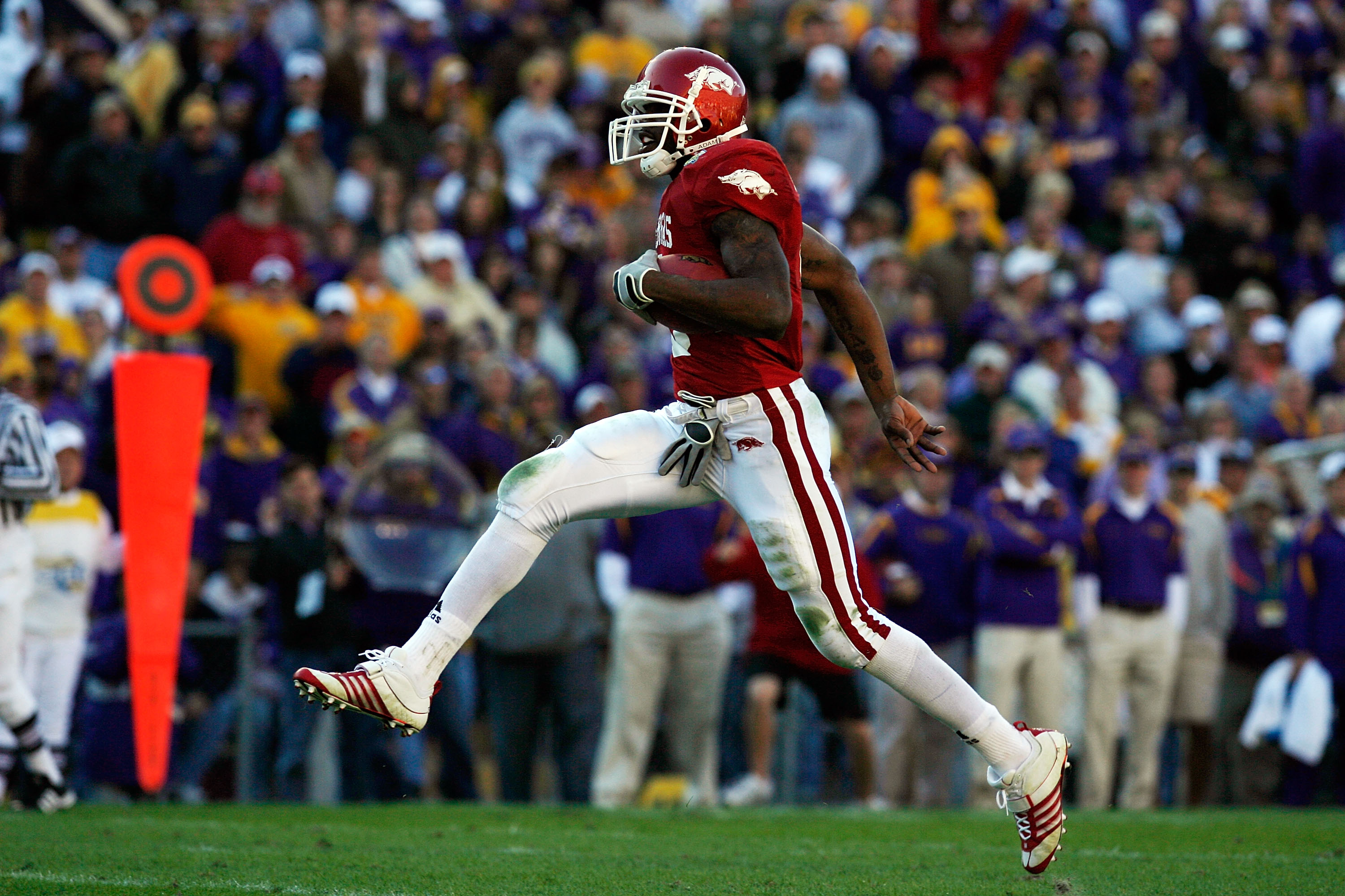 BATON ROUGE, LA - NOVEMBER 23:  Darren McFadden #5 of the Arkansas Razorbacks runs for a touchdown against the Louisiana State University Tigers to score a touchdown at Tiger Stadium November 23, 2007 in Baton Rouge, Louisiana. The Razorbacks defeated the