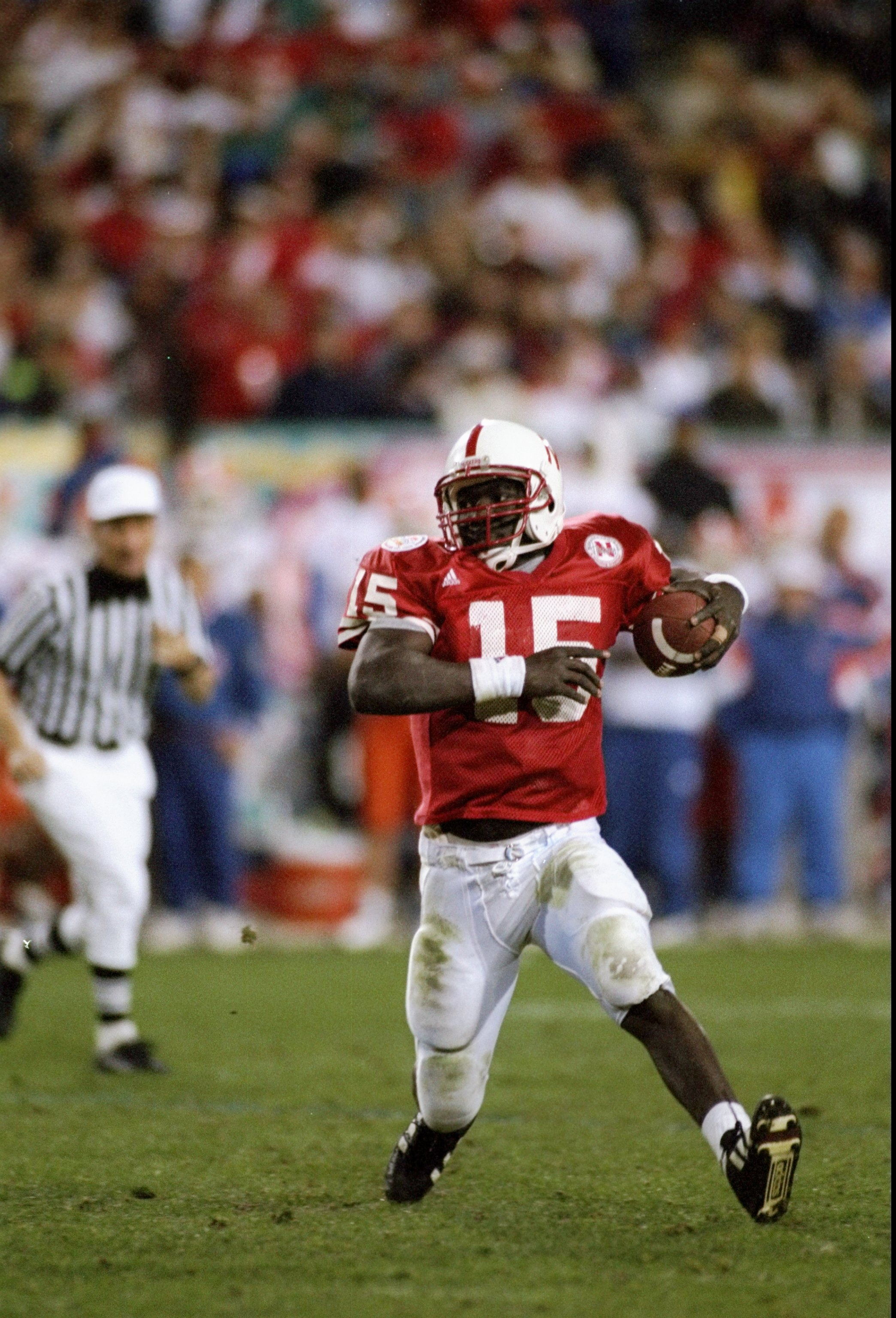 2 Jan 1996:  Quarterback Tommie Frazier of the Nebraska Cornhuskers scrambles with the ball during the Fiesta Bowl game against the Florida Gators at Sun Devil Stadium in Tempe, Arizona.  Nebraska won the game 62-24. Mandatory Credit: Mike Powell  /Allspo