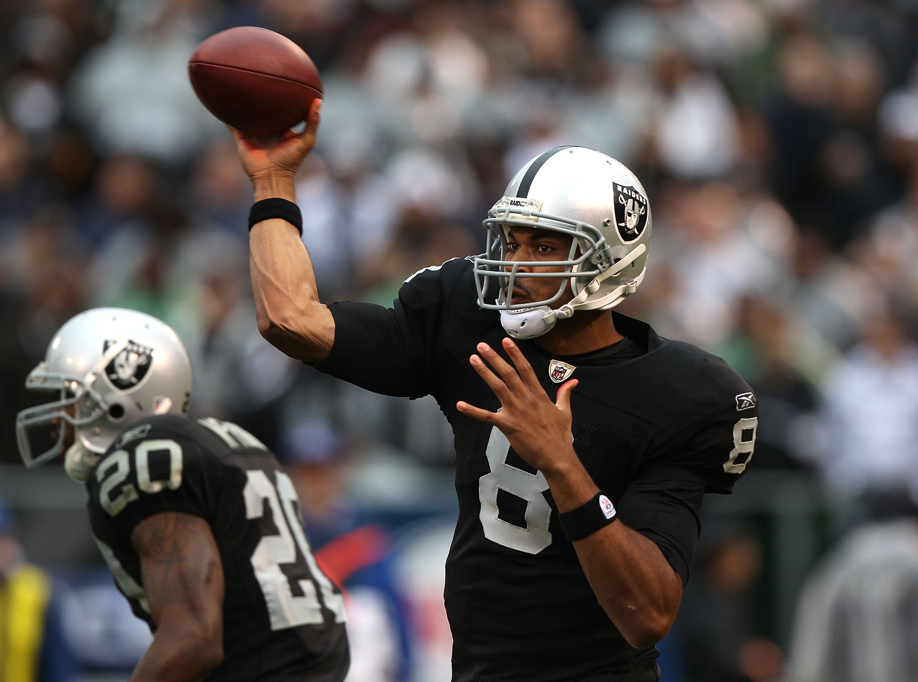 OAKLAND, CA - NOVEMBER 07:  Jason Campbell #8 of the Oakland Raiders passes against the Kansas City Chiefs during an NFL game at Oakland-Alameda County Coliseum on November 7, 2010 in Oakland, California.  (Photo by Jed Jacobsohn/Getty Images)