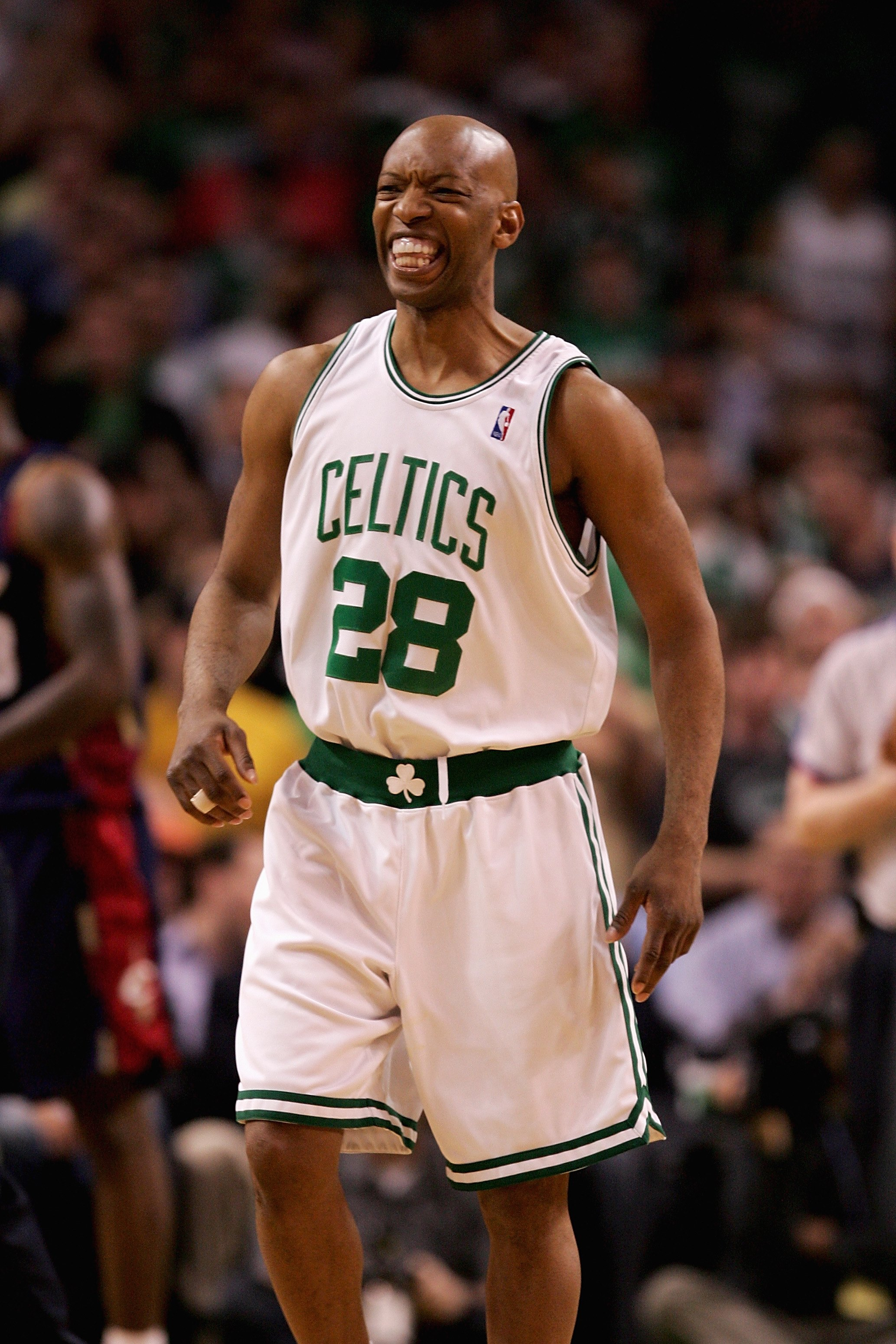 86dc486b0 BOSTON - MAY 8  Sam Cassell  28 of the Boston Celtics reacts during the