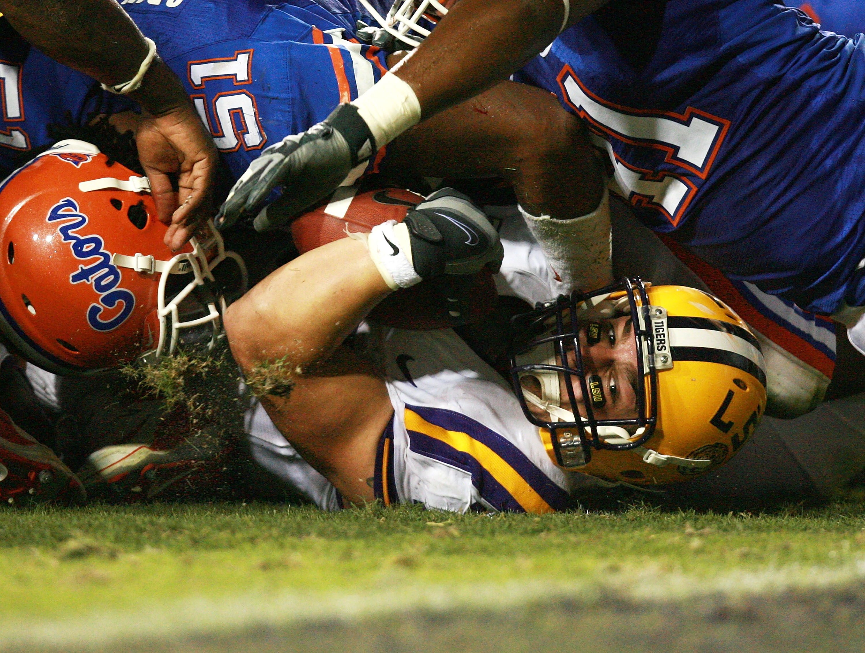 BATON ROUGE, LA - OCTOBER 06:  Running back Jacob Hester #18 of the LSU Tigers looks toward the goalline as he comes up short against the Florida Gators at Tiger Stadium on October 6, 2007 in Baton Rouge, Louisiana.  (Photo by Doug Benc/Getty Images)