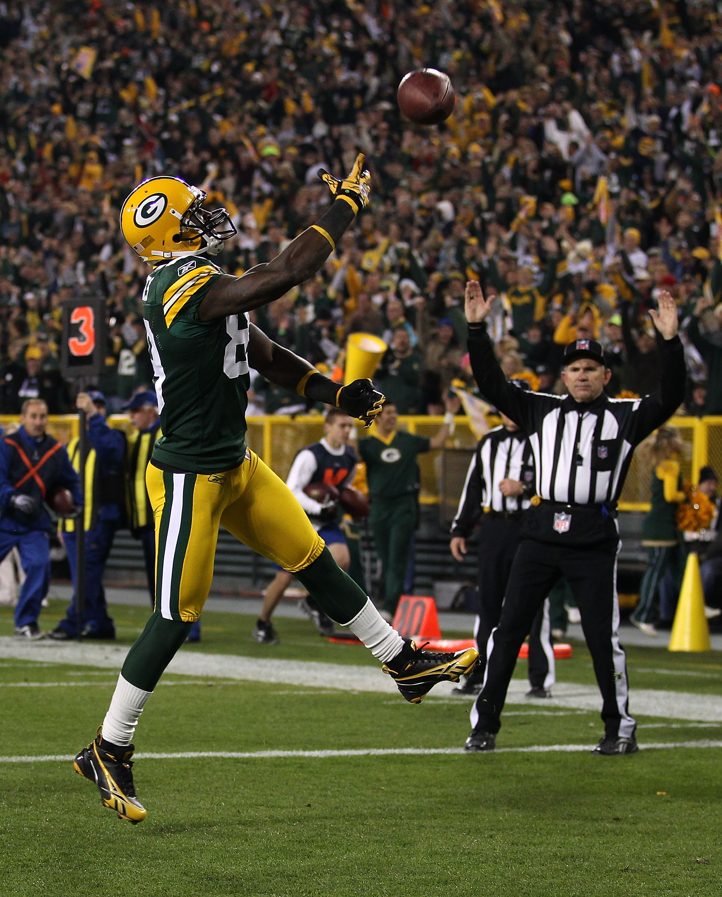 GREEN BAY, WI - NOVEMBER 07: James Jones #89 of the Green Bay Packers throws the ball into the air after scoring a touchdown against the Dallas Cowboys at Lambeau Field on November 7, 2010 in Green Bay, Wisconsin. (Photo by Jonathan Daniel/Getty Images)