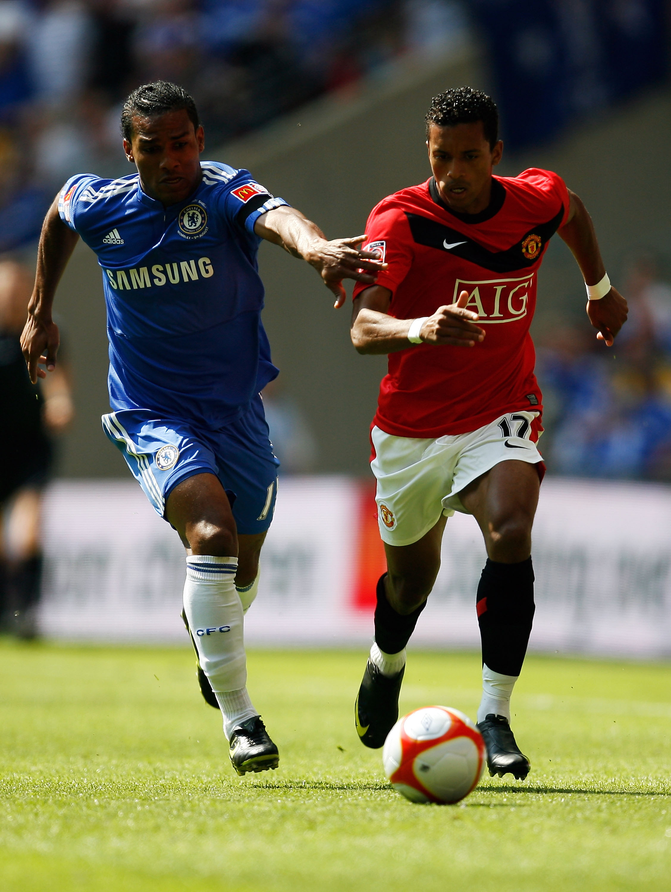 LONDON, ENGLAND - AUGUST 09:  Luis Nani of Manchester United takes on Florent Malouda of Chelsea during the FA Community Shield match between Manchester United and Chelsea at Wembley Stadium on August 9, 2009 in London, England.  (Photo by Paul Gilham/Get
