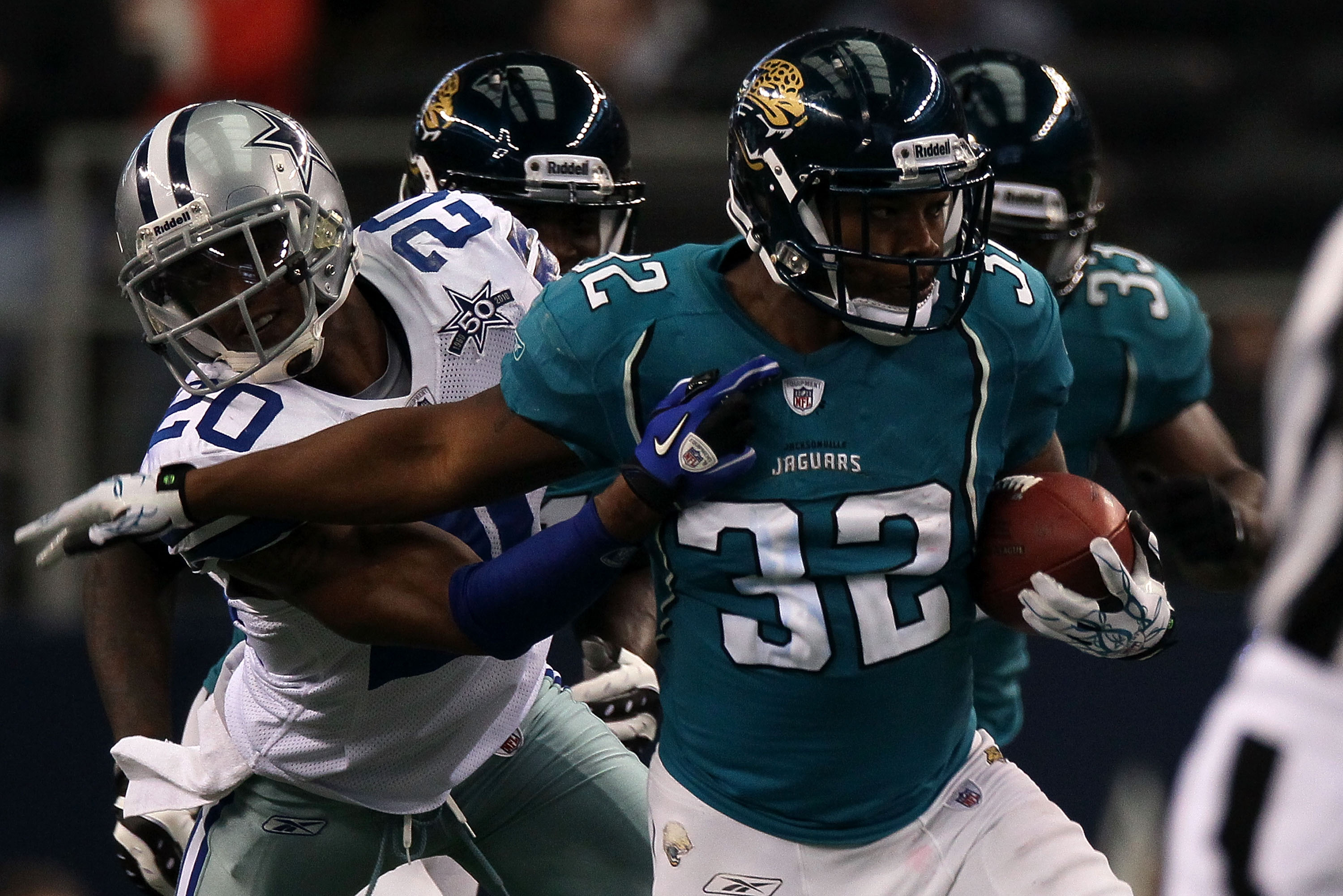 ARLINGTON, TX - OCTOBER 31:  Maurice Jones-Drew #32 of the Jacksonville Jaguars runs the ball against Alan Ball#20 of the Dallas Cowboys at Cowboys Stadium on October 31, 2010 in Arlington, Texas.  (Photo by Stephen Dunn/Getty Images)