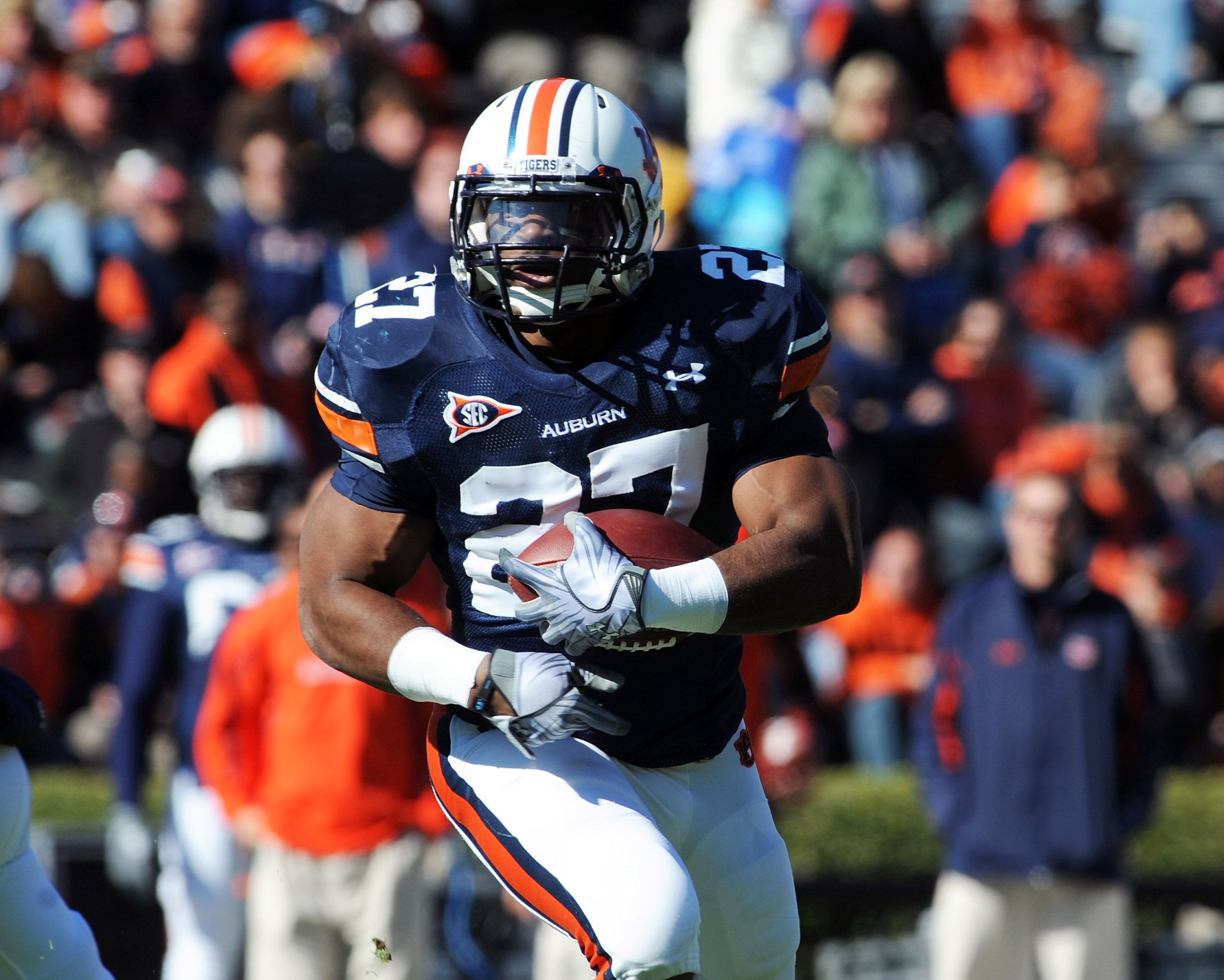 AUBURN, AL - NOVEMBER 6:  Running back Mario Fannin #27 of the Auburn Tigers rushes upfield against the Chattanooga Mocs November 6, 2010 at Jordan-Hare Stadium in Auburn, Alabama.  (Photo by Al Messerschmidt/Getty Images)