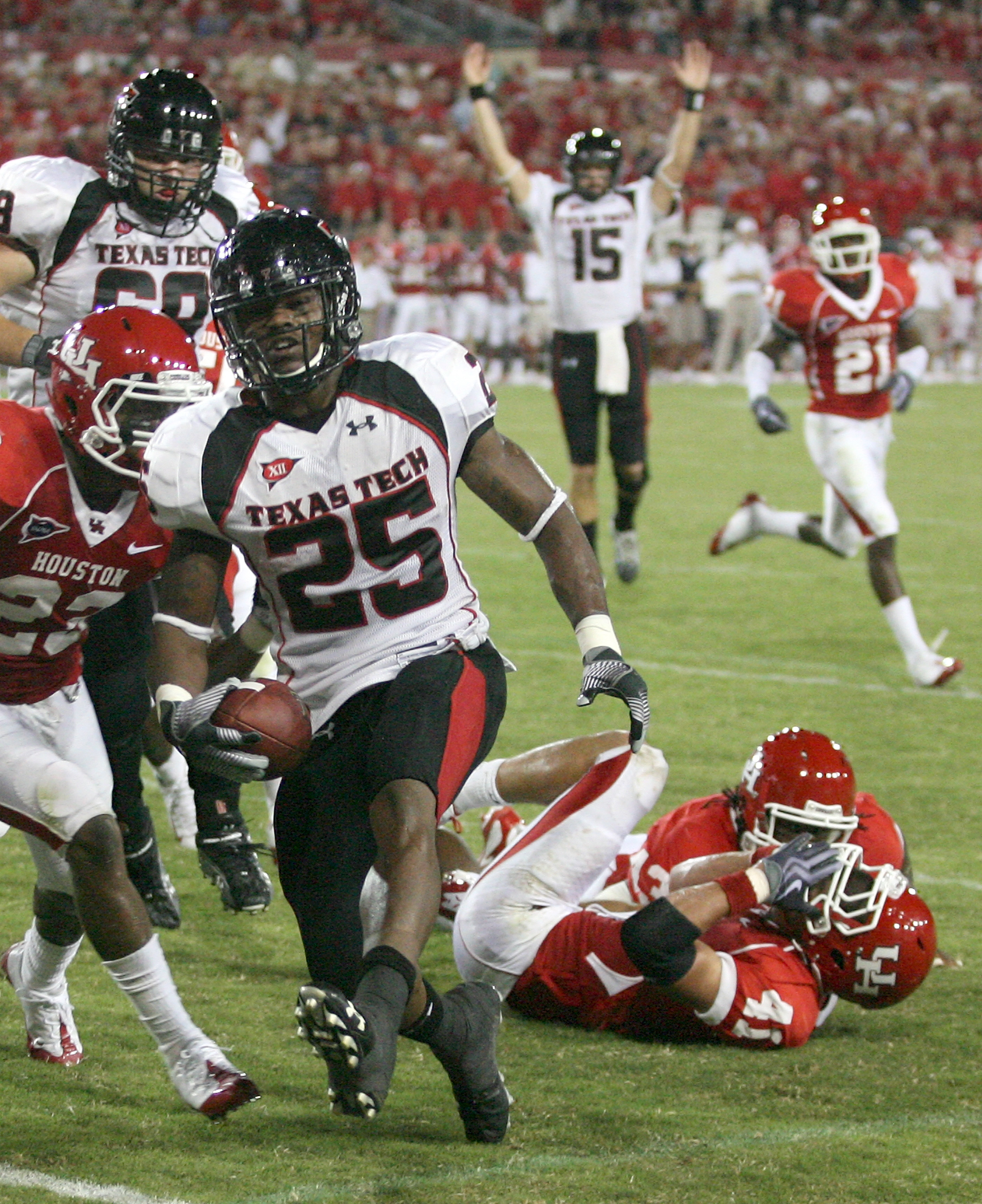 HOUSTON - SEPTEMBER 26:  Running back Baron Batch #25 of the Texas Tech Red Raiders rushes for a touchdown against the Houston Cougars at Robertson Stadium on September 26, 2009 in Houston, Texas.  (Photo by Thomas B. Shea/Getty Images)