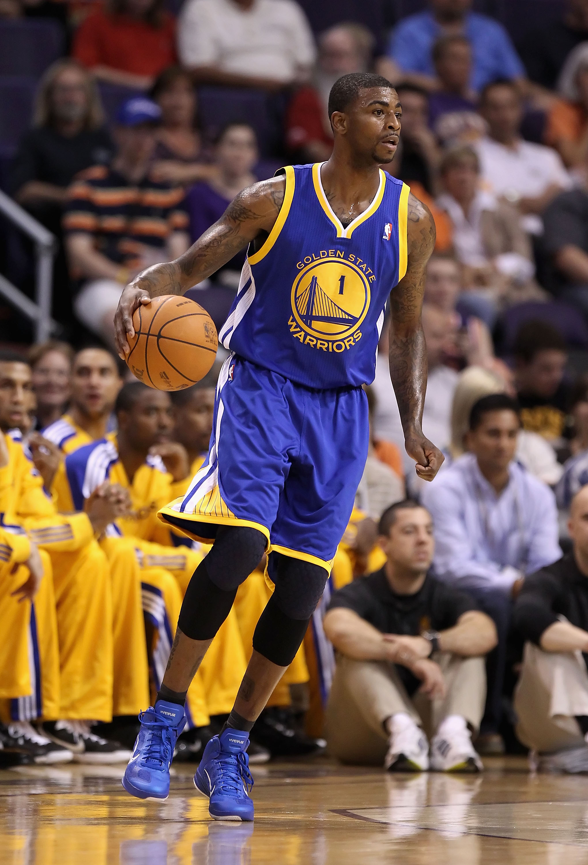 PHOENIX - OCTOBER 19:  Dorell Wright #1 of the Golden State Warriors handles the ball during the preseason NBA game against the Phoenix Suns at US Airways Center on October 19, 2010 in Phoenix, Arizona. NOTE TO USER: User expressly acknowledges and agrees