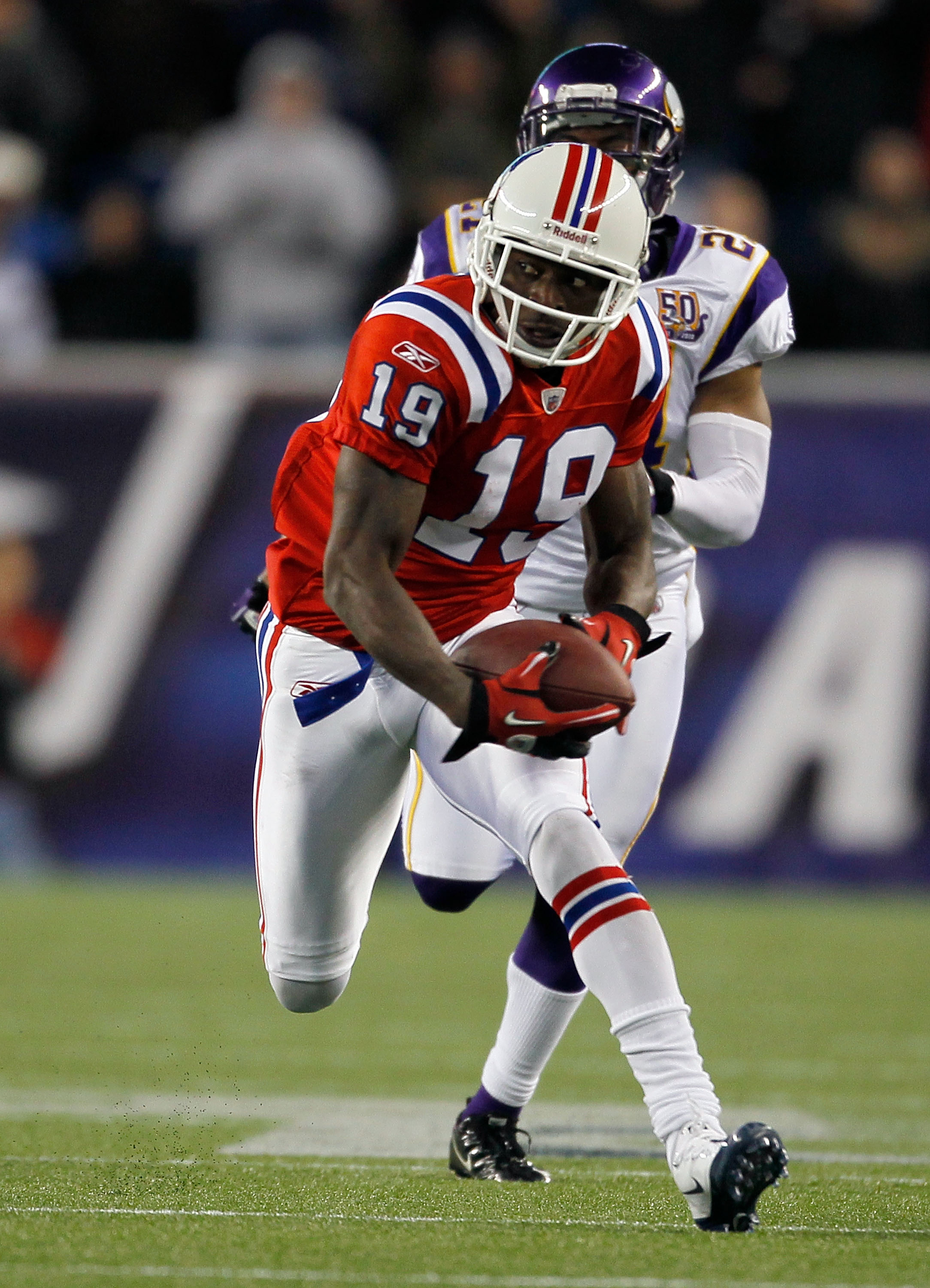 FOXBORO, MA - OCTOBER 31:  Brandon Tate #19 of the New England Patriots runs the ball into the end zone for a touchdown in the third quarter against the Minnesota Vikings at Gillette Stadium on October 31, 2010 in Foxboro, Massachusetts. (Photo by Jim Rog