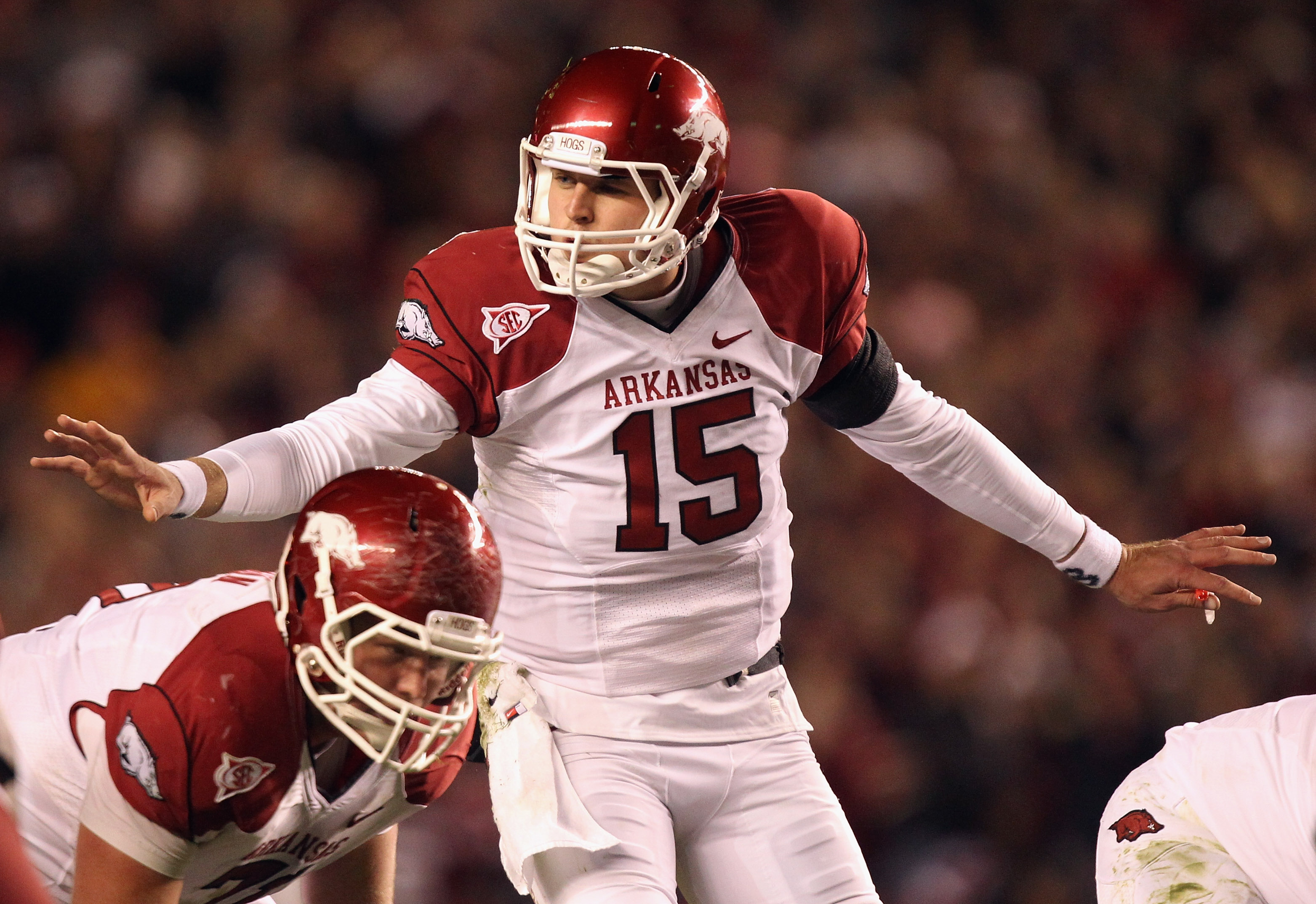 COLUMBIA, SC - NOVEMBER 06:  Ryan Mallett #15 of the Arkansas Razorbacks calls a play against the South Carolina Gamecocks during their game at Williams-Brice Stadium on November 6, 2010 in Columbia, South Carolina.  (Photo by Streeter Lecka/Getty Images)