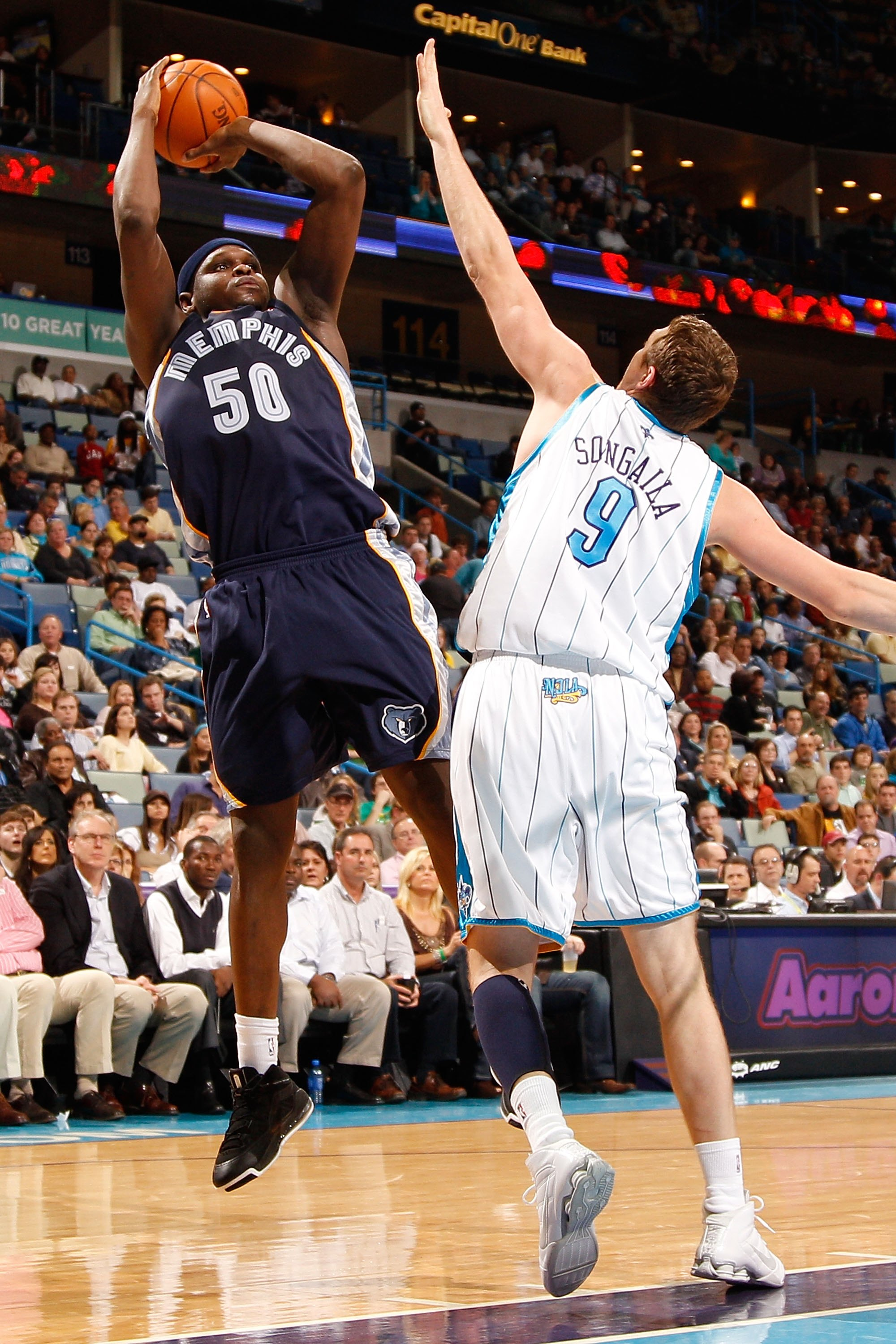NEW ORLEANS - JANUARY 20:  Zach Randolph #50 of the Memphis Grizzlies shoots the ball over Darius Songaila #9 of the New Orleans Hornets at the New Orleans Arena on January 20, 2010 in New Orleans, Louisiana.  NOTE TO USER: User expressly acknowledges and