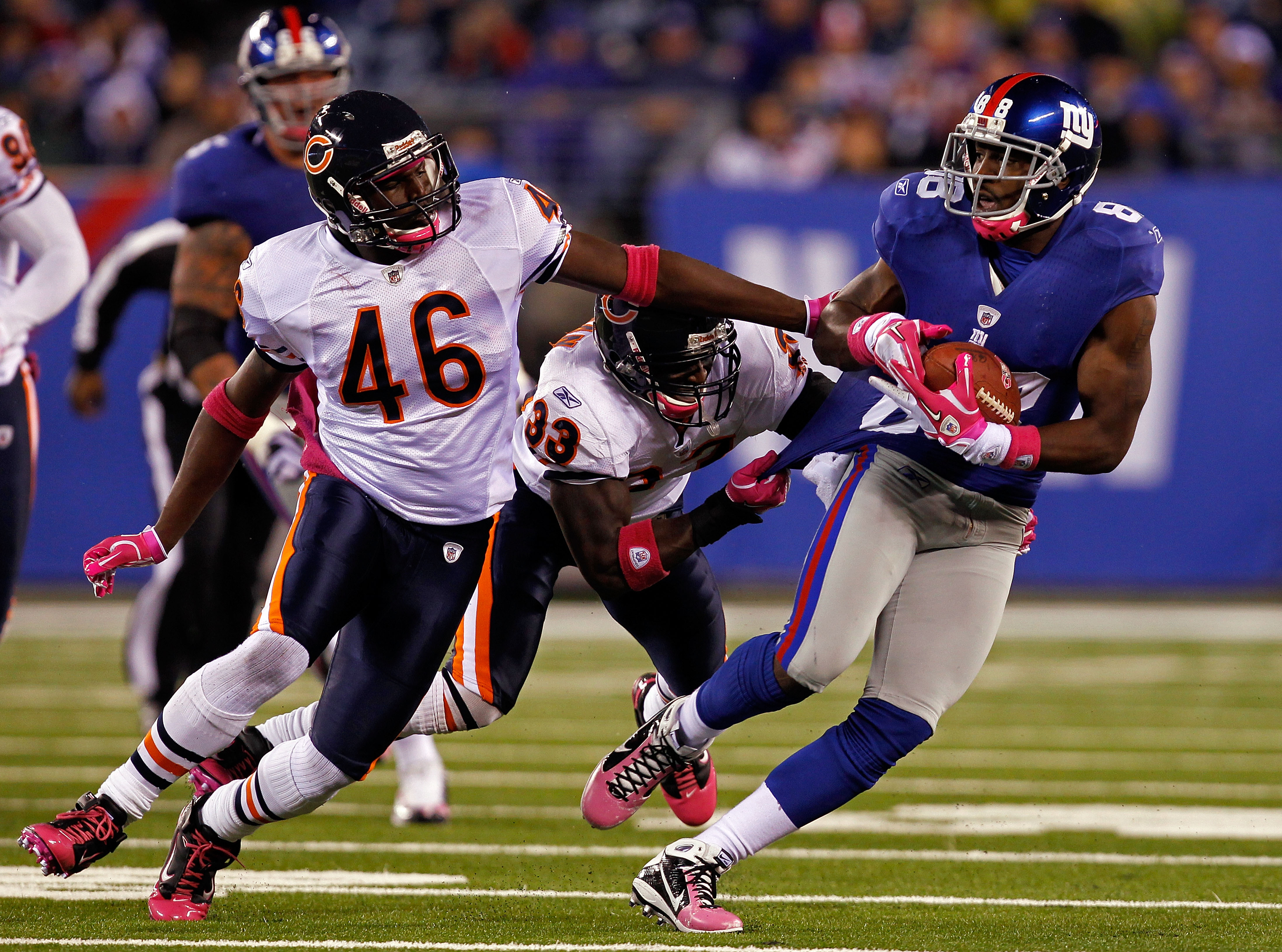 EAST RUTHERFORD, NJ - OCTOBER 03:  Hakeem Nicks #88 of the New York Giants runs with the ball against Chris Harris #46 and Charles Tillman #33 of the Chicago Bears at New Meadowlands Stadium on October 3, 2010 in East Rutherford, New Jersey.  (Photo by Mi
