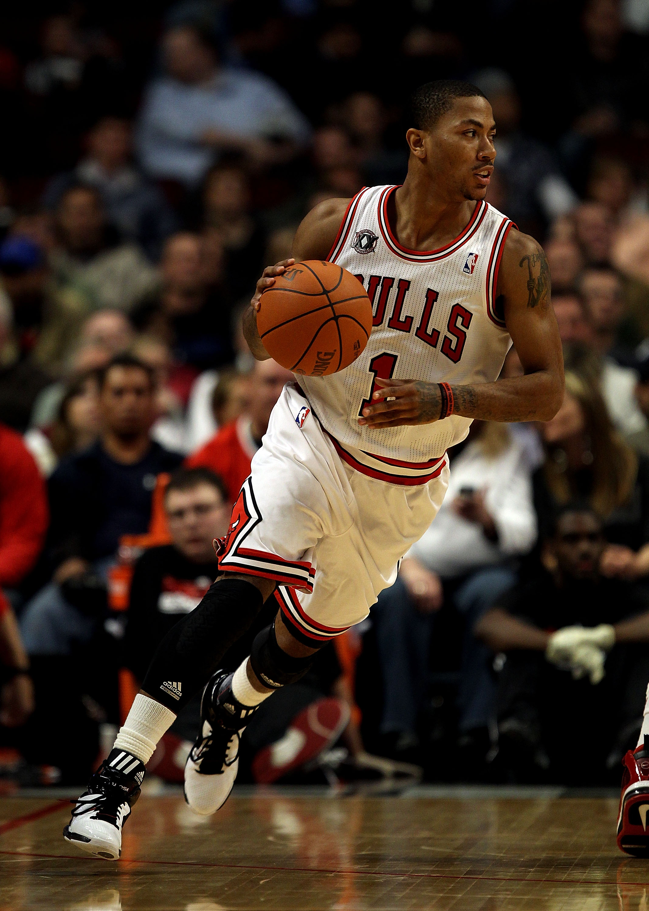 CHICAGO - NOVEMBER 04: Derrick Rose #1 of the Chicago Bulls moves against the New York Knicks at the United Center on November 4, 2010 in Chicago, Illinois. The Knicks defeated the Bulls 120-112. NOTE TO USER: User expressly acknowledges and agrees that,