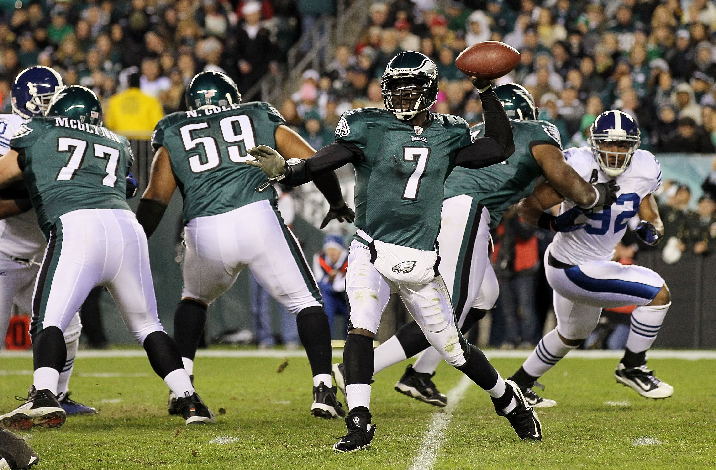 PHILADELPHIA - NOVEMBER 07:  Michael Vick #7 of the Philadelphia Eagles throws a pass against the Indianapolis Colts on November 7, 2010 at Lincoln Financial Field in Philadelphia, Pennsylvania. The Eagles defeated the Colts 26-24.  (Photo by Jim McIsaac/
