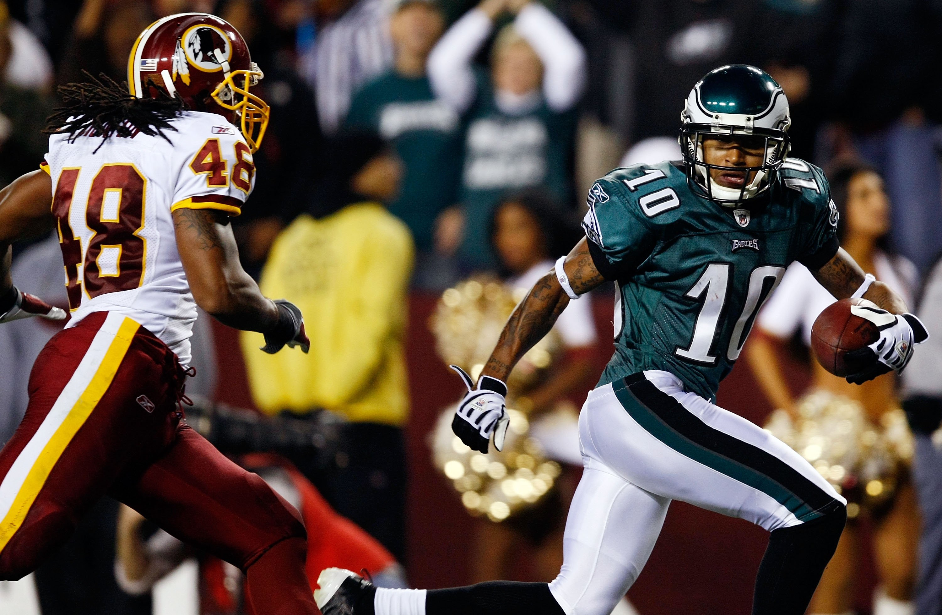 LANDOVER, MD - OCTOBER 26:  DeSean Jackson #10 of the Philadelphia Eagles races past Chris Horton #48 of the Washington Redskins to score his second touchdown at FedEx Field October 26, 2009 in Landover, Maryland.  The Eagles won the game 27-17.  (Photo b