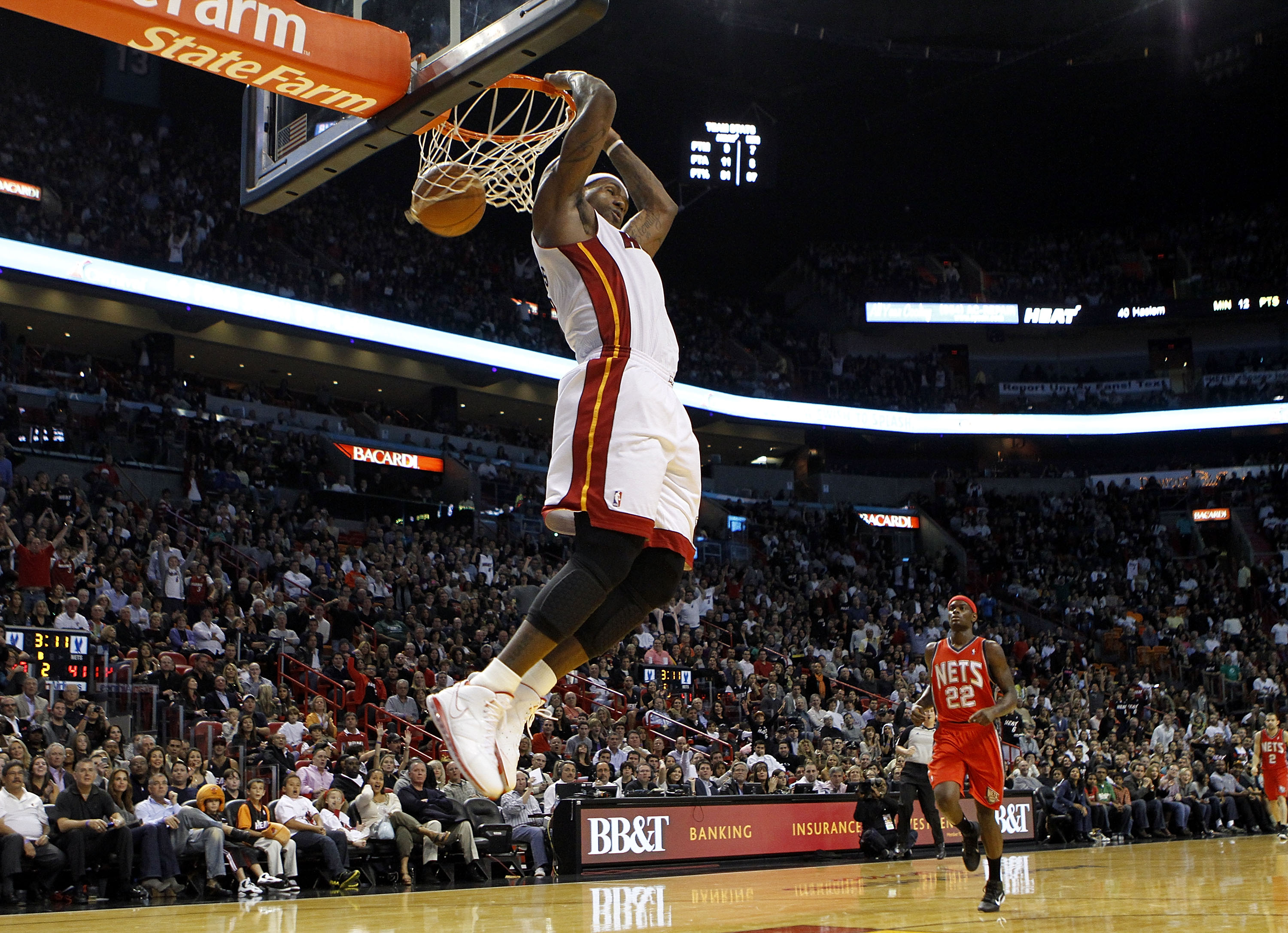 2358764f54c MIAMI - NOVEMBER 06  Forward LeBron James  6 of the Miami Heat dunks against