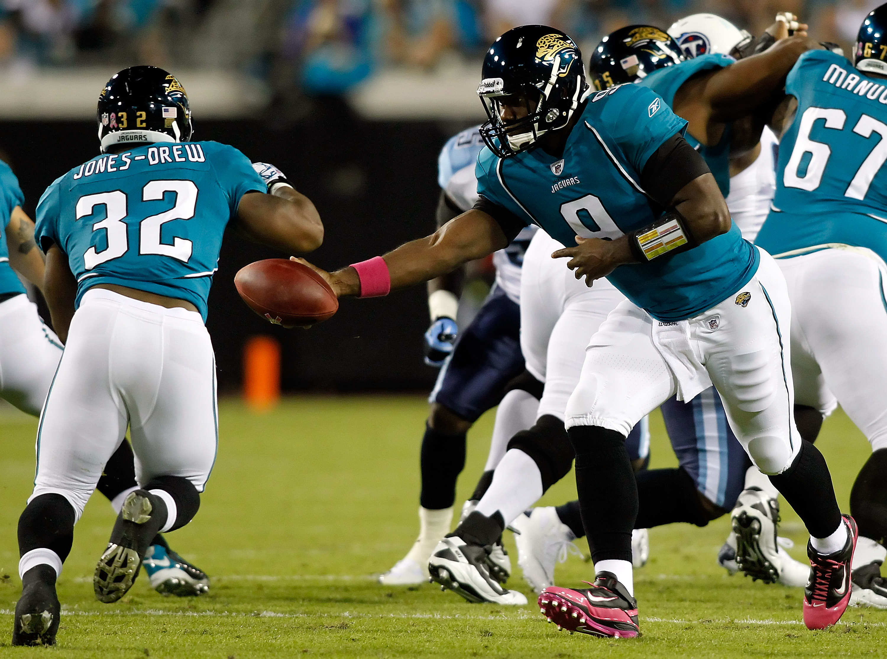 JACKSONVILLE, FL - OCTOBER 18:  Quarterback David Garrard #9 of the Jacksonville Jaguars hands the ball off to running back Maurice Jones-Drew #32 against the Tennessee Titans during the game at EverBank Field on October 18, 2010 in Jacksonville, Florida.