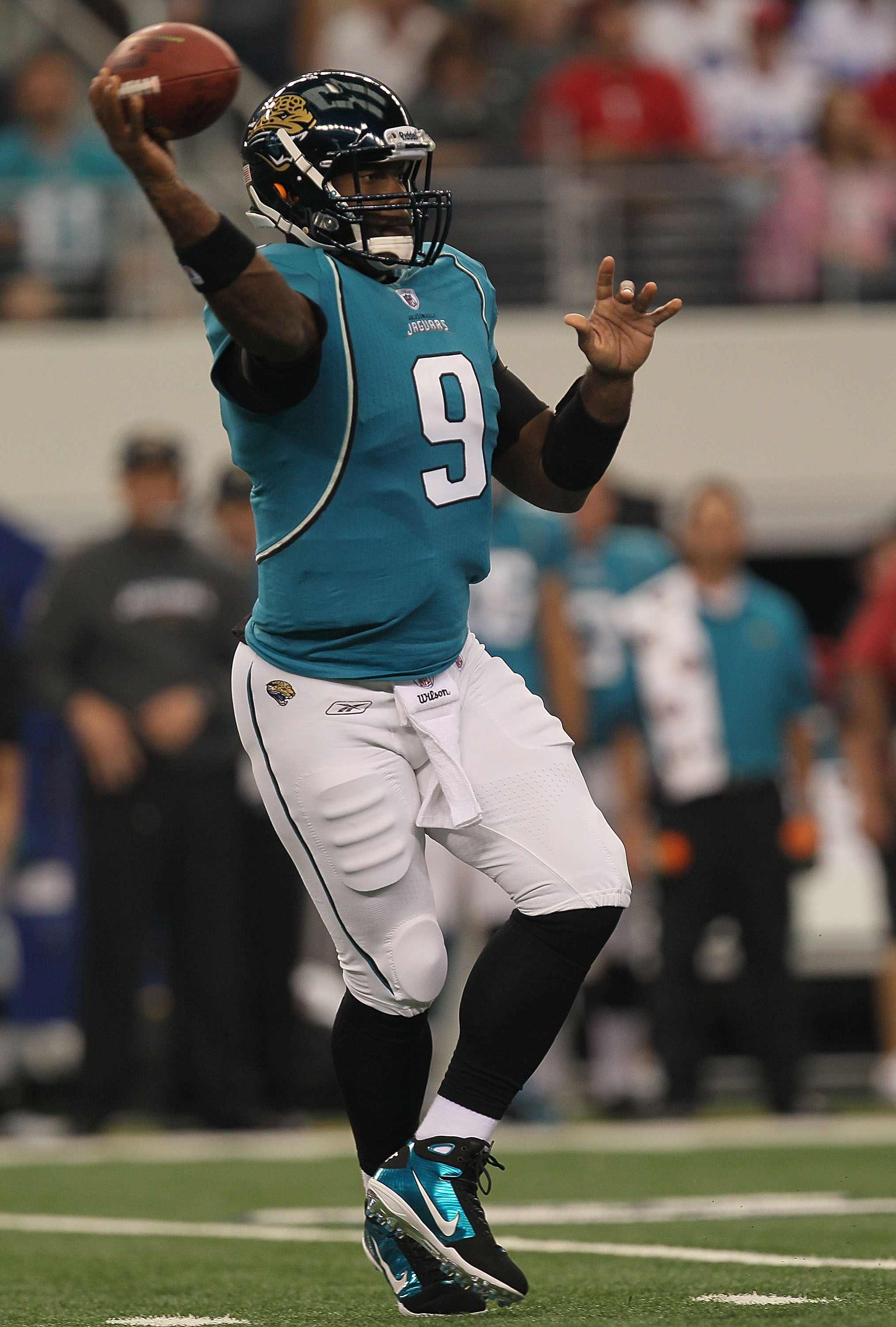 ARLINGTON, TX - OCTOBER 31:  Quarterback David Garrard #9 of the Jacksonville Jaguars throws a pass against the Dallas Cowboys at Cowboys Stadium on October 31, 2010 in Arlington, Texas.  (Photo by Stephen Dunn/Getty Images)