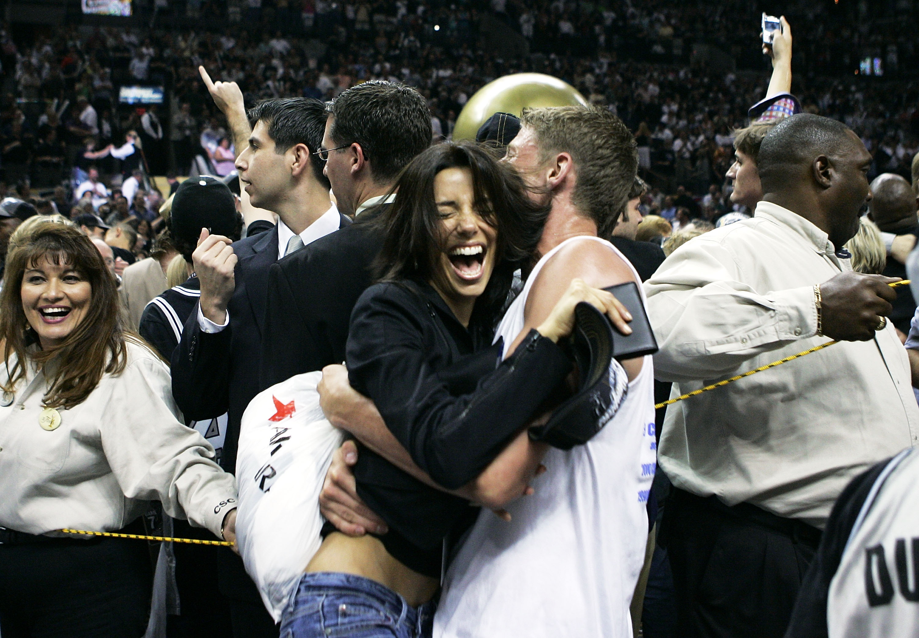 SAN ANTONIO - JUNE 23:  Actress Eva Longoria celebrates with an unknown fan as the San Antonio Spurs defeat the Detroit Pistons in Game seven of the 2005 NBA Finals at SBC Center on June 23, 2005 in San Antonio, Texas. The Spurs defeated the Pistons 81-74