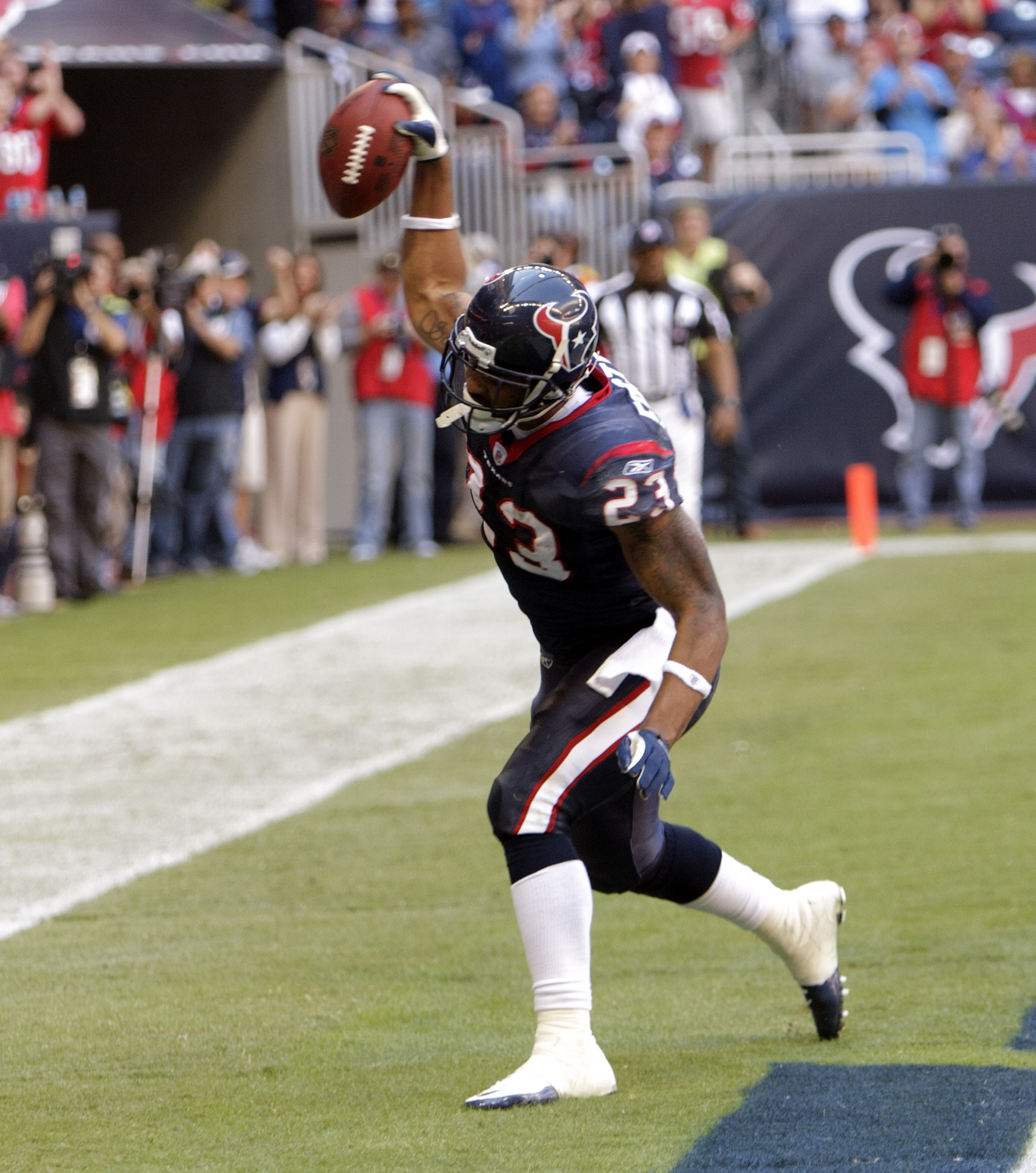 HOUSTON - NOVEMBER 07:  Running back Arian Foster #23 scores against the San Diego Chargers at Reliant Stadium on November 7, 2010 in Houston, Texas.  (Photo by Bob Levey/Getty Images)