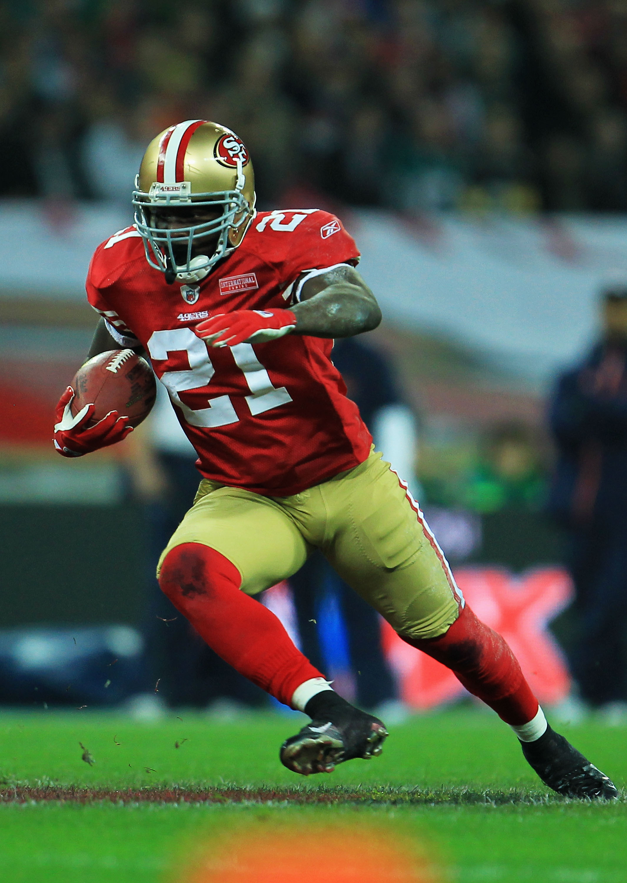LONDON, ENGLAND - OCTOBER 31:  Frank Gore #21 of San Francisco 49ers runs with the ball during the NFL International Series match between Denver Broncos and San Francisco 49ers at Wembley Stadium on October 31, 2010 in London, England. This is the fourth