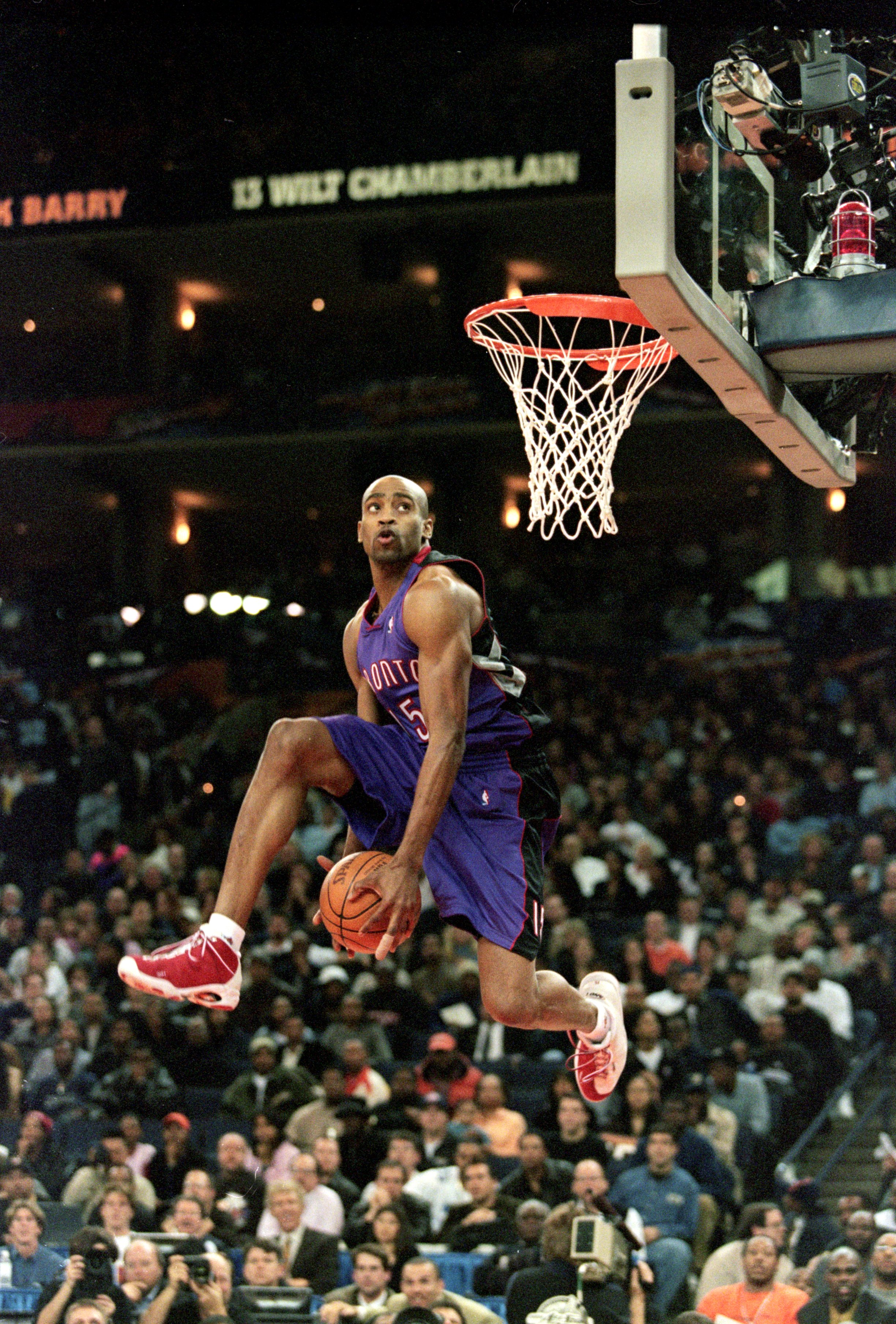 13 Feb 2000: Vince Carter #15 of the Toronto Raptors jumps during the NBA Allstar Game Slam Dunk Contest at the Oakland Coliseum in Oakland, California.    Mandatory Credit: Jed Jacobsohn  /Allsport