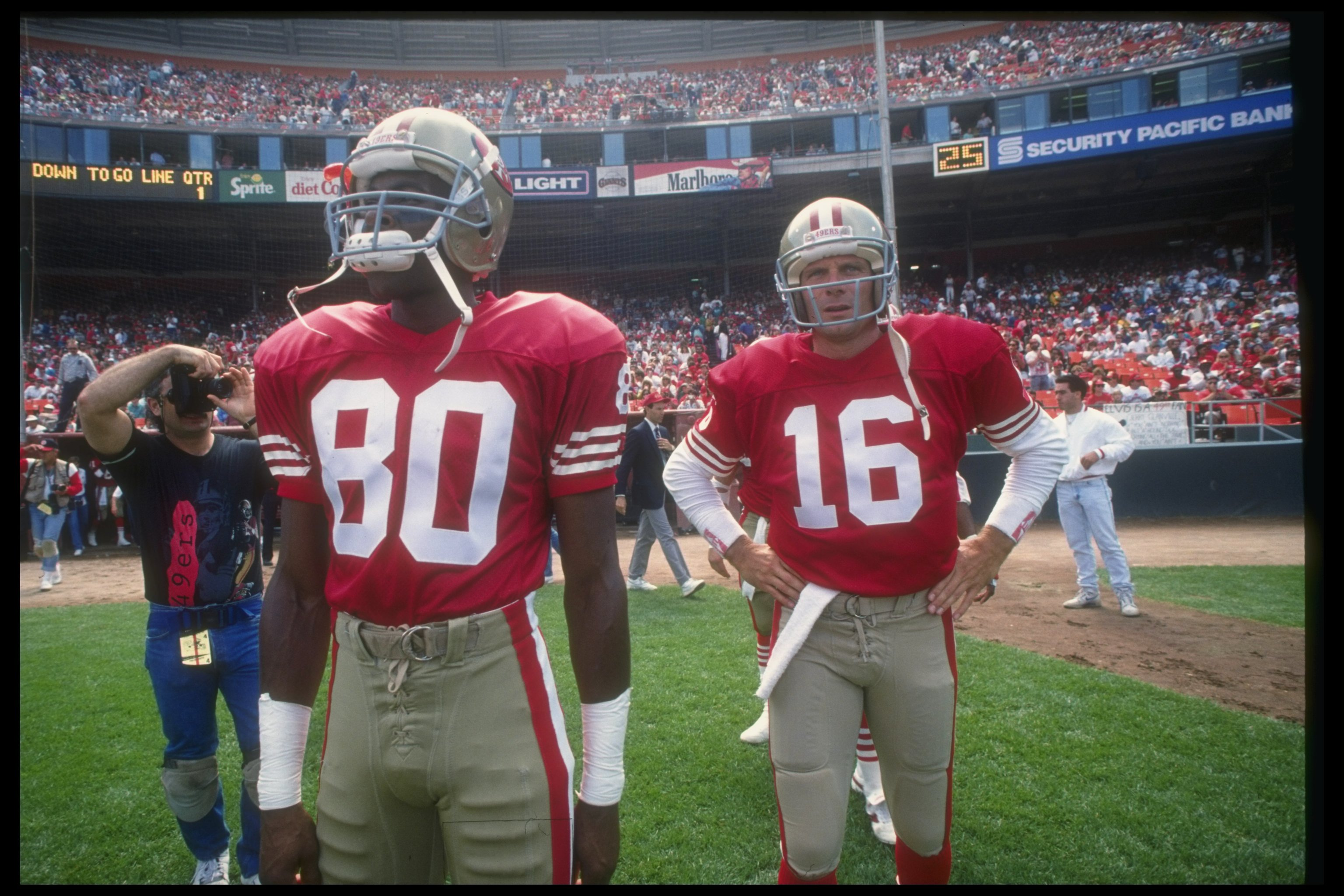 dc565e08e 23 Sep 1990  San Francisco 49ers wide receiver Jerry Rice (left) and  quarterback