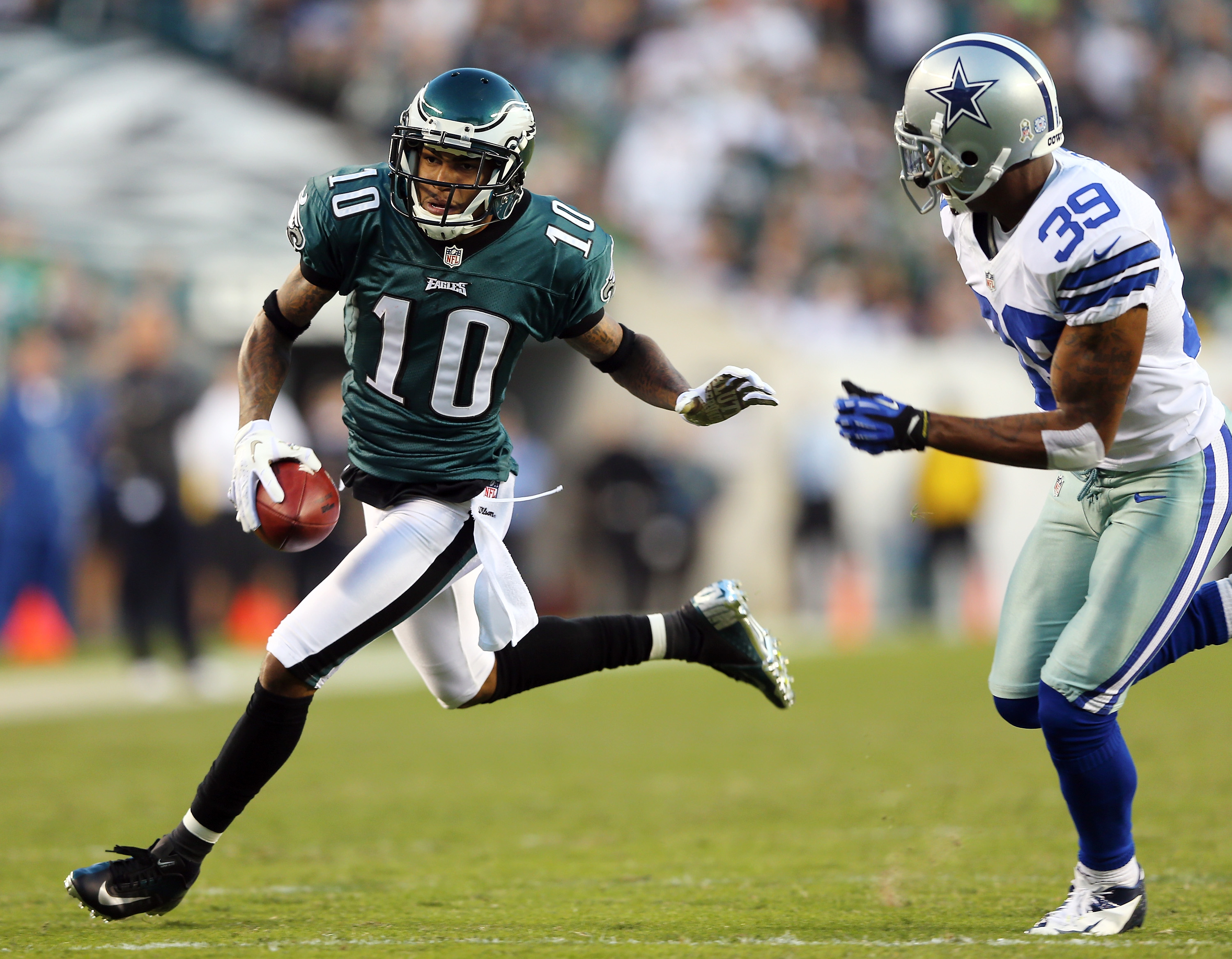 PHILADELPHIA, PA - NOVEMBER 11:  DeSean Jackson #10 of the Philadelphia Eagles carries the ball as Brandon Carr #39 of the Dallas Cowboys defends on November 11, 2012 at Lincoln Financial Field in Philadelphia, Pennsylvania.  (Photo by Elsa/Getty Images)