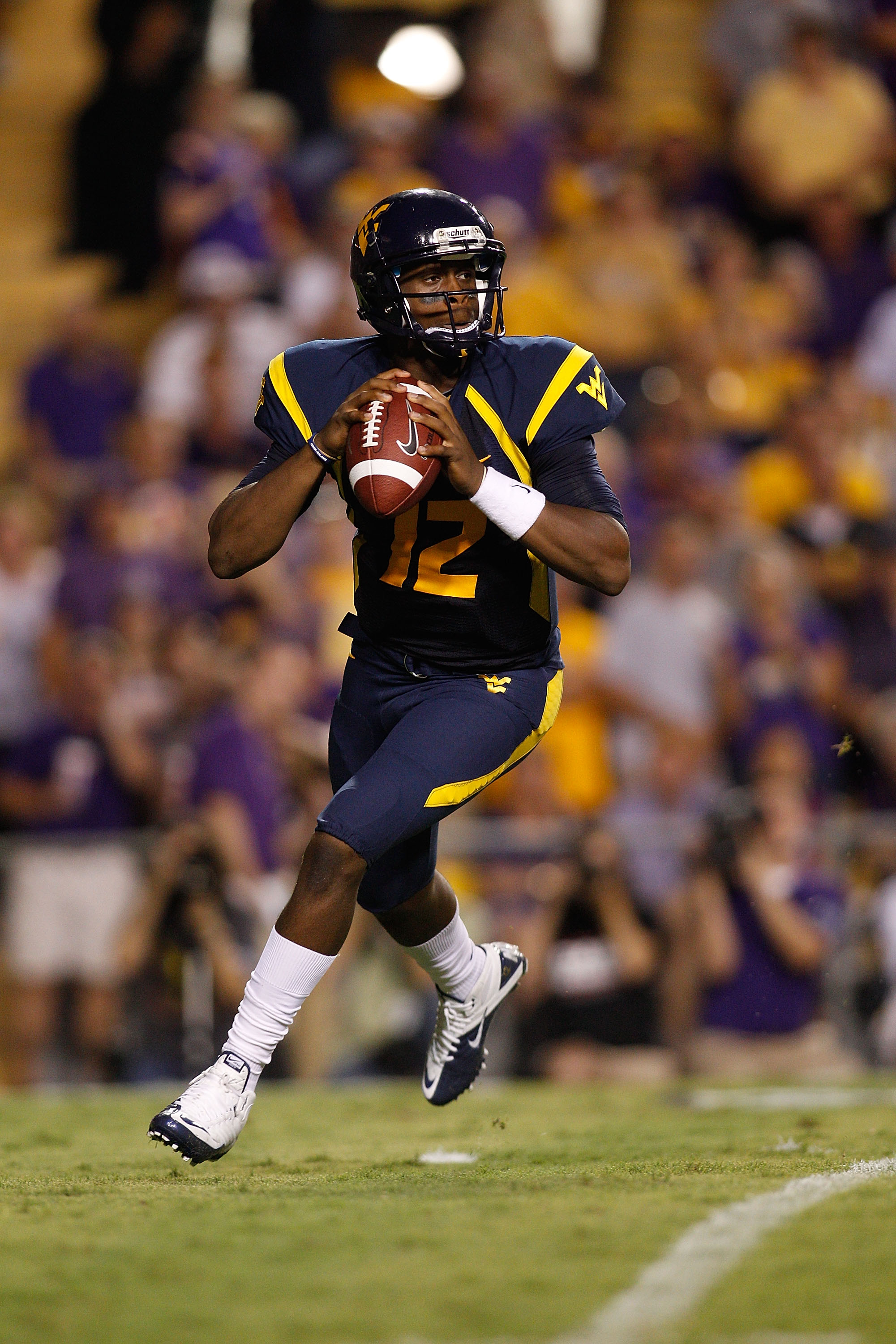 BATON ROUGE, LA - SEPTEMBER 25:  Quarterback Geno Smith #12 of the West Virginia Mountaineers in action against the Louisiana State University Tigers at Tiger Stadium on September 25, 2010 in Baton Rouge, Louisiana.  (Photo by Chris Graythen/Getty Images)