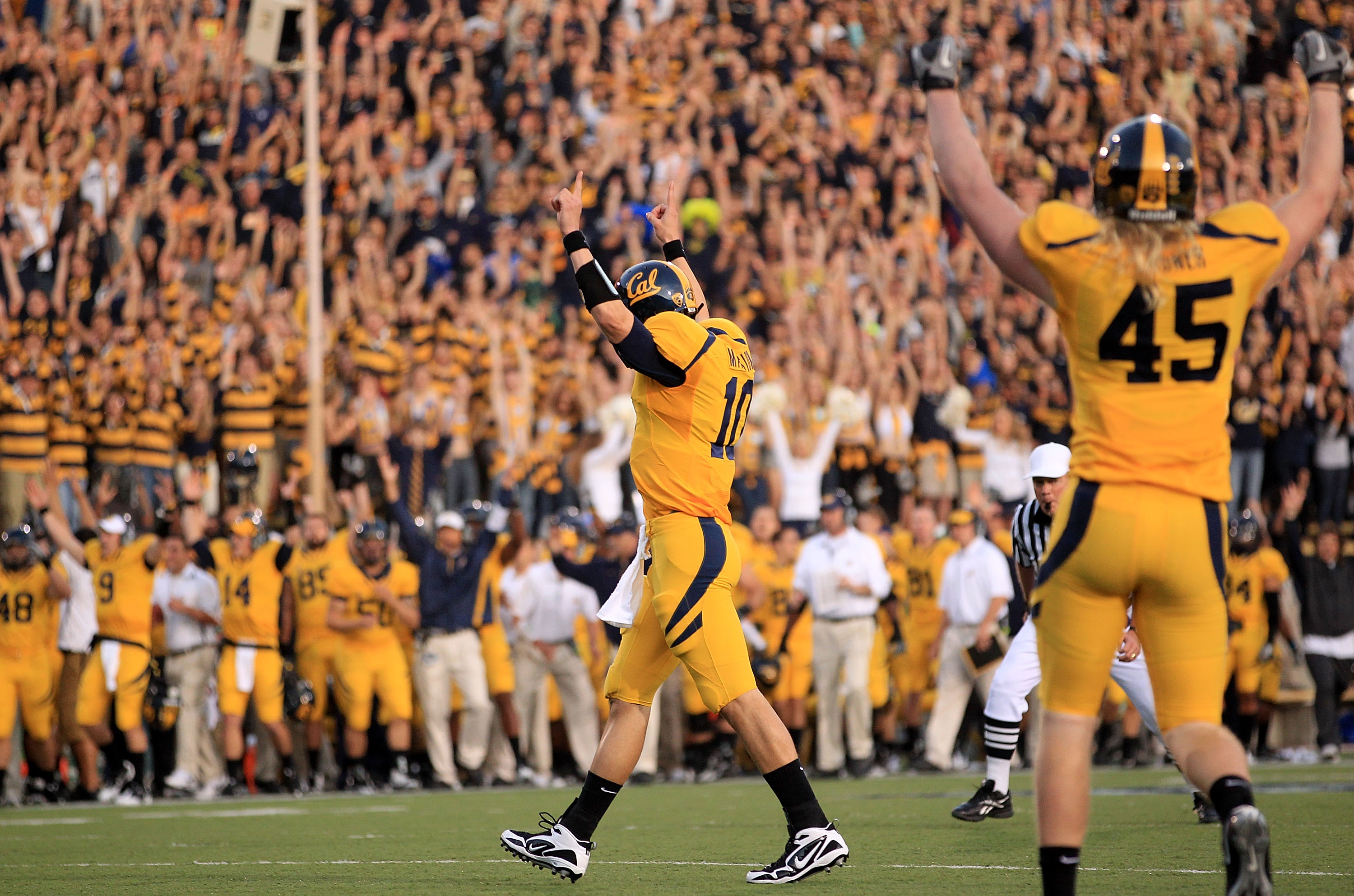 BERKELEY, CA - NOVEMBER 13:  Brock Mansion #10 and Spencer Ladner #45 of the California Golden Bears celebrate after they scored a touchdown against the Oregon Ducks at California Memorial Stadium on November 13, 2010 in Berkeley, California.  (Photo by E
