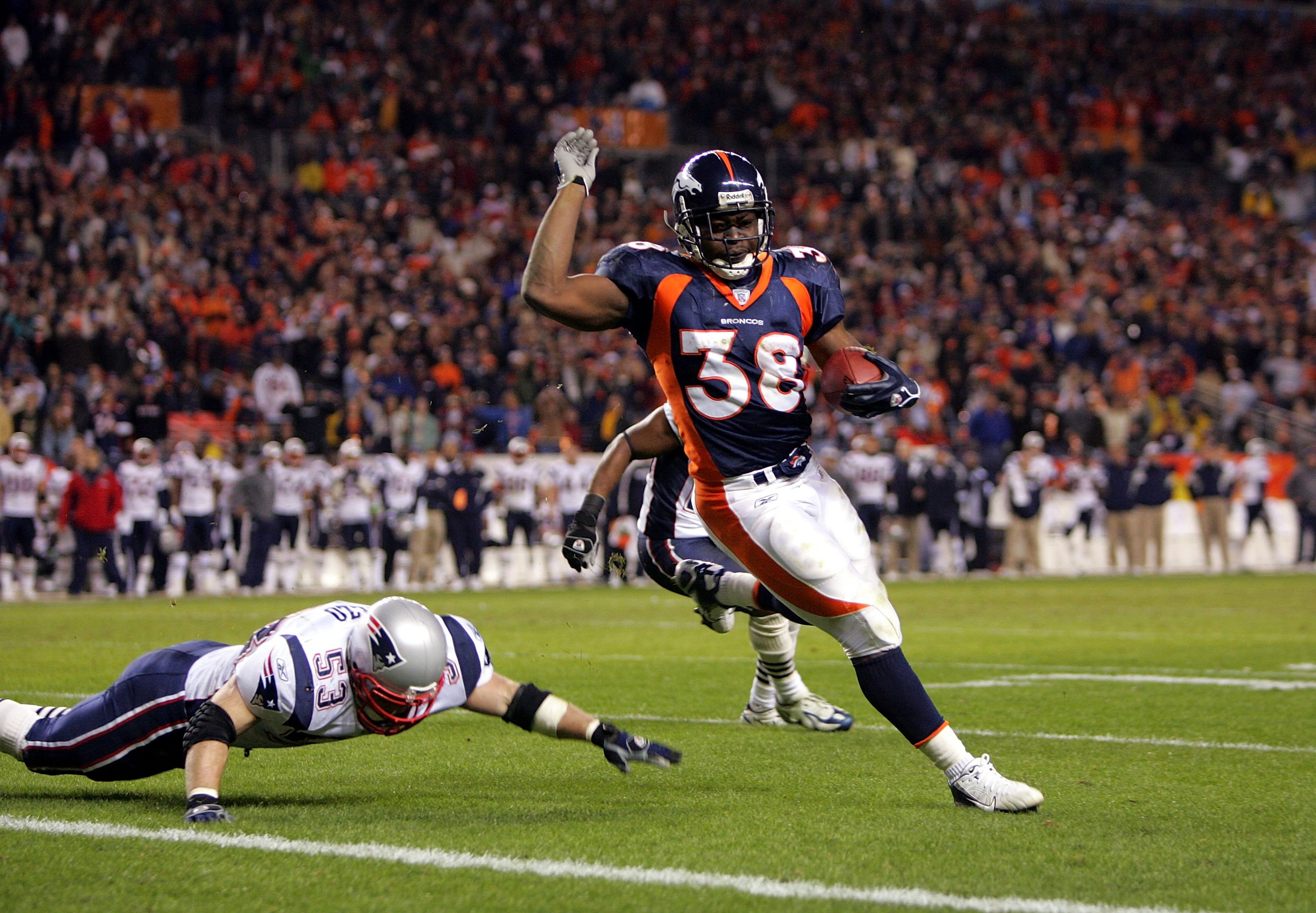 DENVER - JANUARY 14:  Mike Anderson #38 of the Denver Broncos runs for his second touchdown past Larry Izzo #53 of the New England Patriots during the AFC Divisional Playoff game on January 14, 2006 at Invesco Field at Mile High in Denver, Colorado.  (Pho