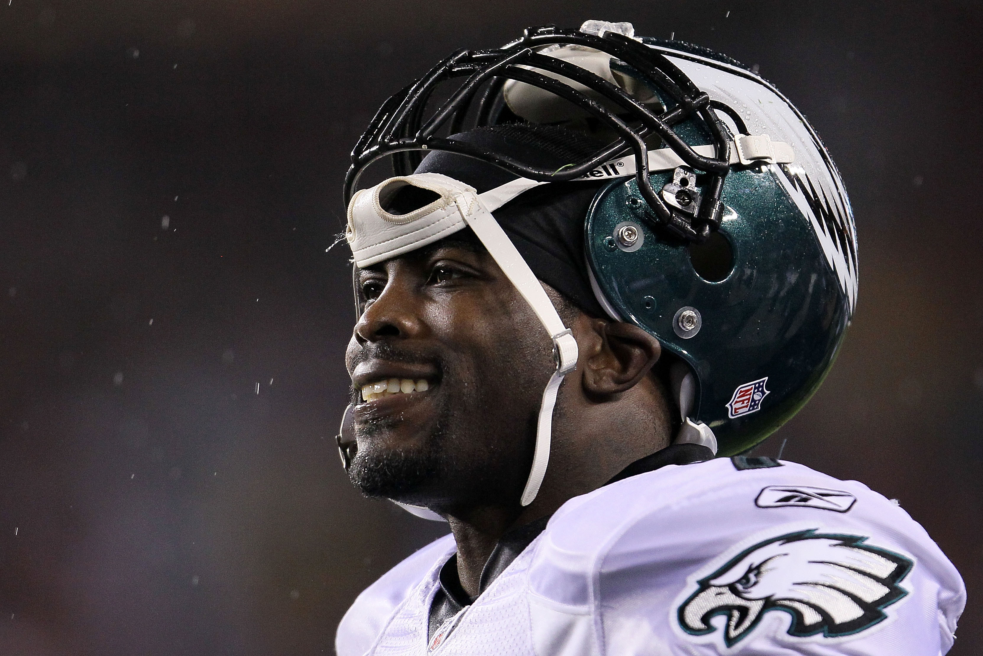 LANDOVER, MD - NOVEMBER 15:  Michael Vick #7 of the Philadelphia Eagles looks on while waiting for a review to be completed against  the Washington Redskins on November 15, 2010 at FedExField in Landover, Maryland.  (Photo by Chris McGrath/Getty Images)