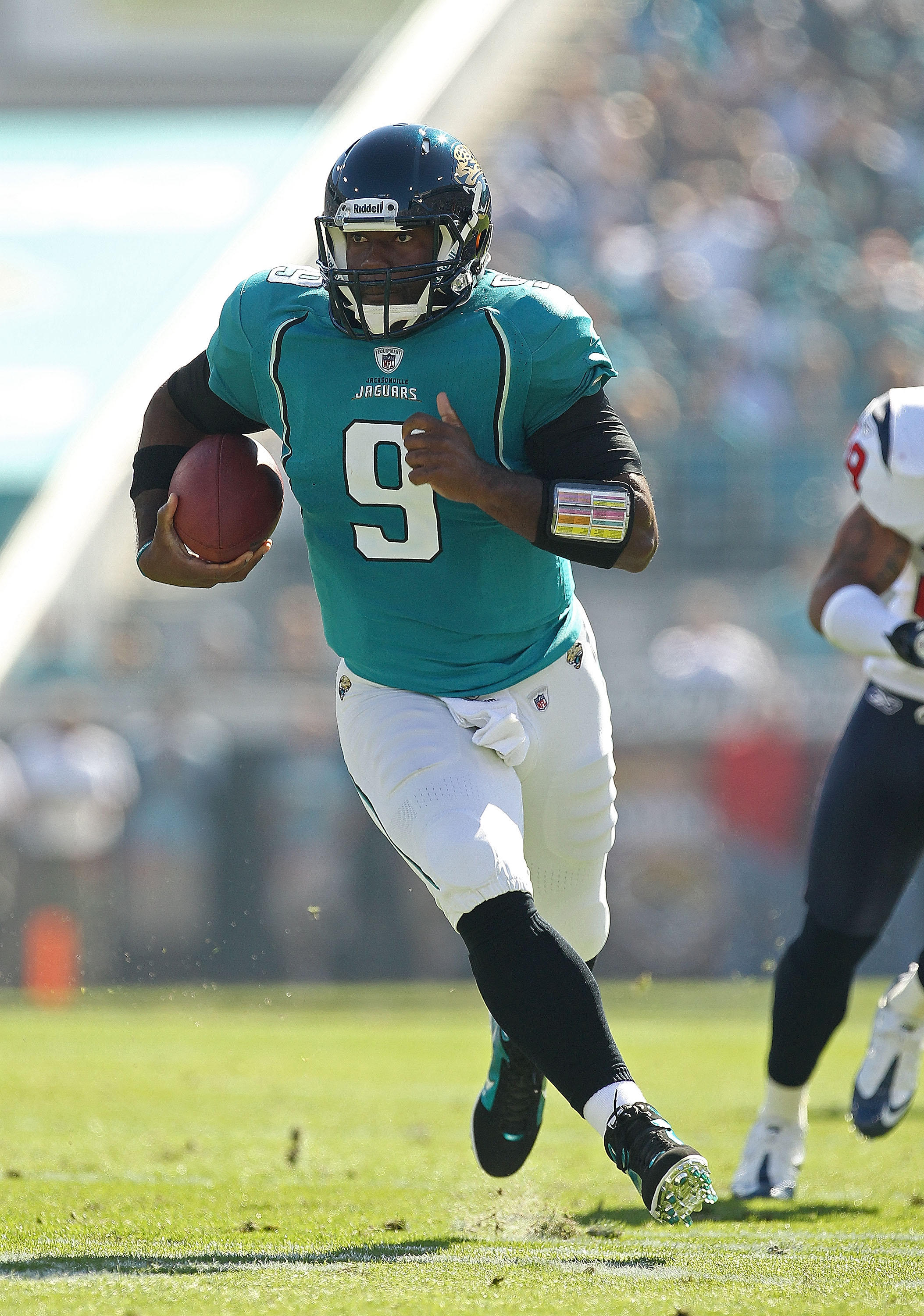 JACKSONVILLE, FL - NOVEMBER 14: David Garrard #9 of the Jacksonville Jaguars runs the ball during a game against the Houston Texans at EverBank Field on November 14, 2010 in Jacksonville, Florida.  (Photo by Mike Ehrmann/Getty Images)
