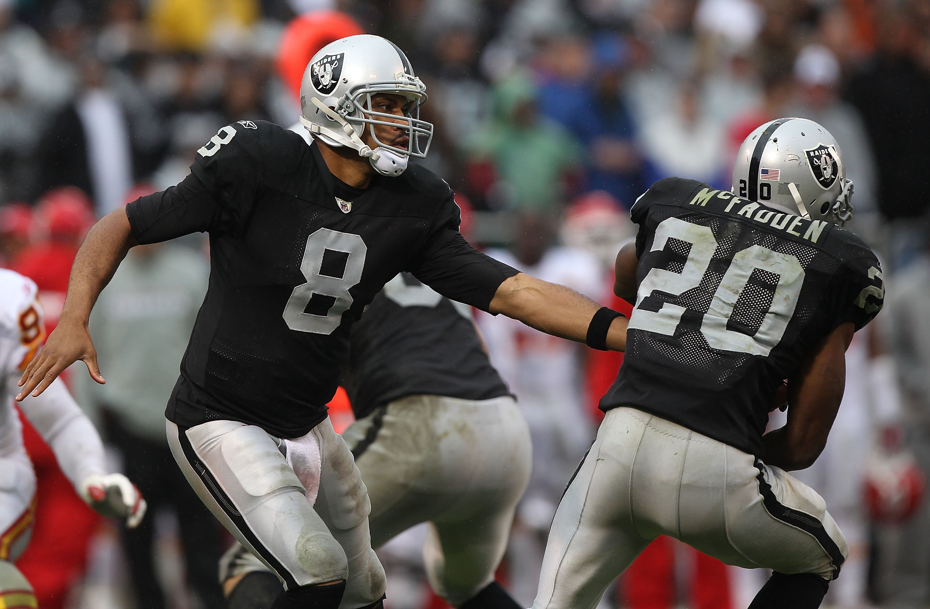 OAKLAND, CA - NOVEMBER 07:  Jason Campbell #8 hands the ball off to Darren McFadden #20 of the Oakland Raiders against the Kansas City Chiefs during an NFL game at Oakland-Alameda County Coliseum on November 7, 2010 in Oakland, California.  (Photo by Jed