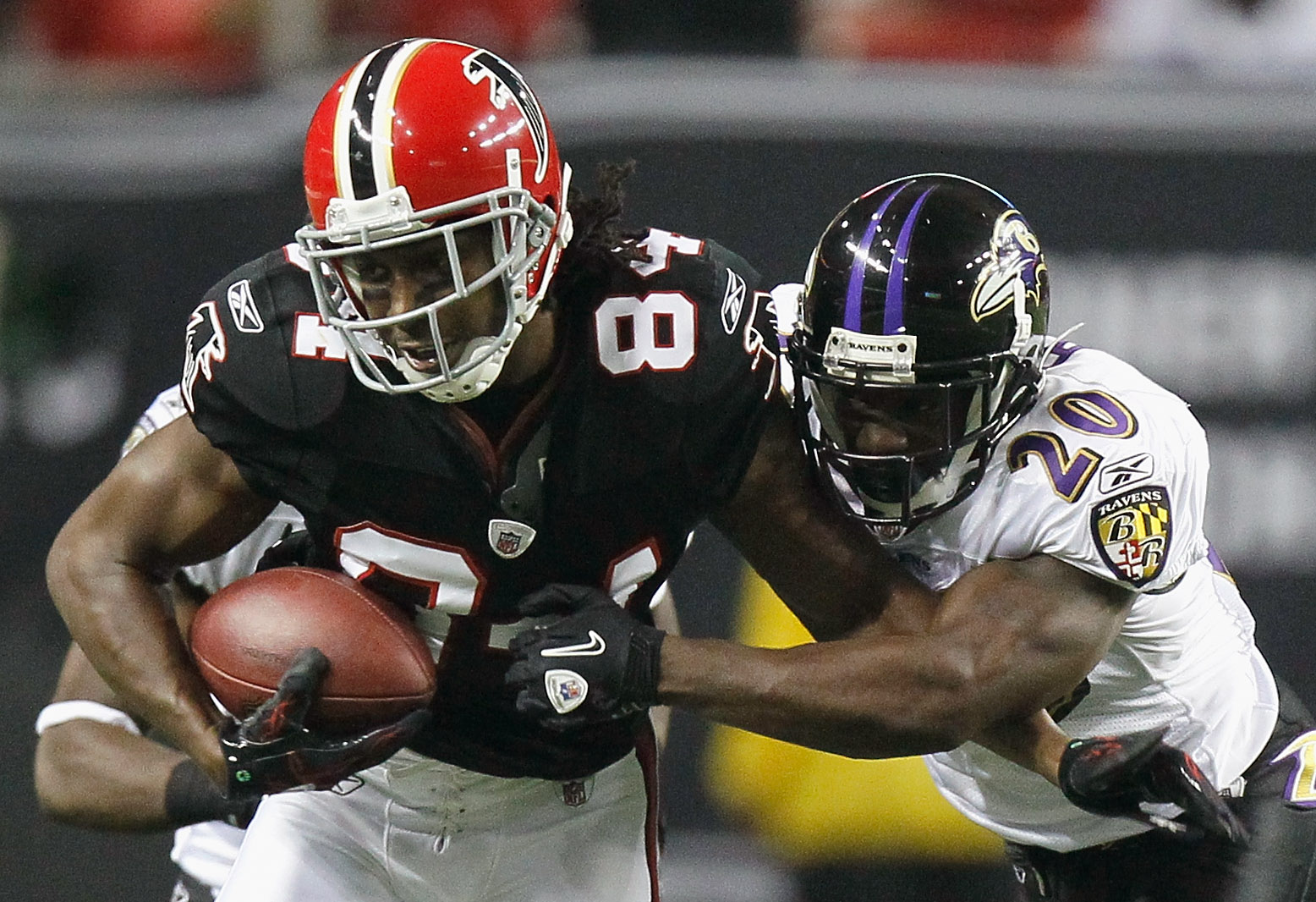 ATLANTA - NOVEMBER 11:  Roddy White #84 of the Atlanta Falcons pulls in this reception against Ed Reed #20 of the Baltimore Ravens at Georgia Dome on November 11, 2010 in Atlanta, Georgia.  (Photo by Kevin C. Cox/Getty Images)