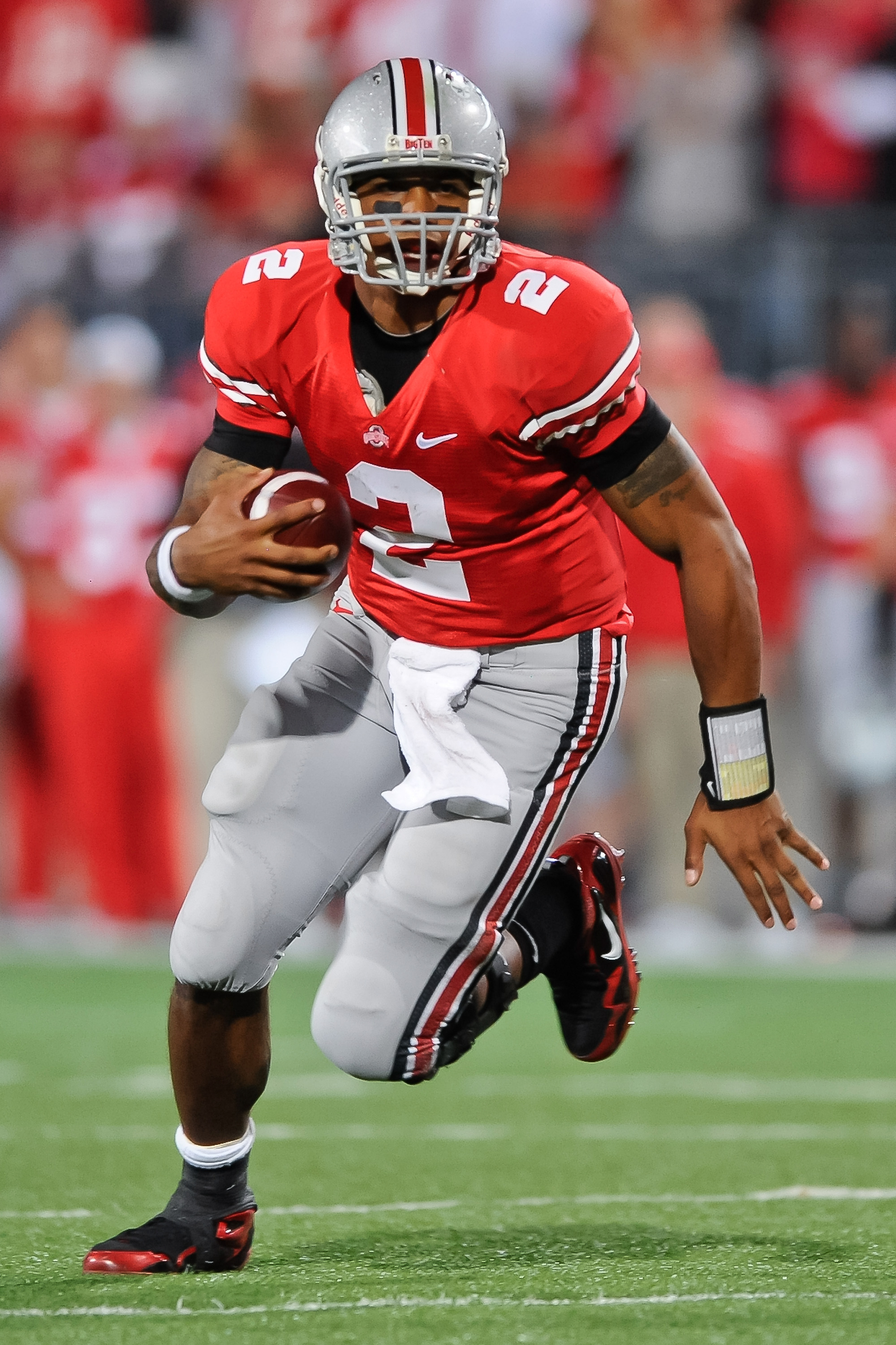 COLUMBUS, OH - NOVEMBER 13:  Quarterback Terrelle Pryor #2 of the Ohio State Buckeyes runs with the ball against the Penn State Nittany Lions at Ohio Stadium on November 13, 2010 in Columbus, Ohio.  (Photo by Jamie Sabau/Getty Images)