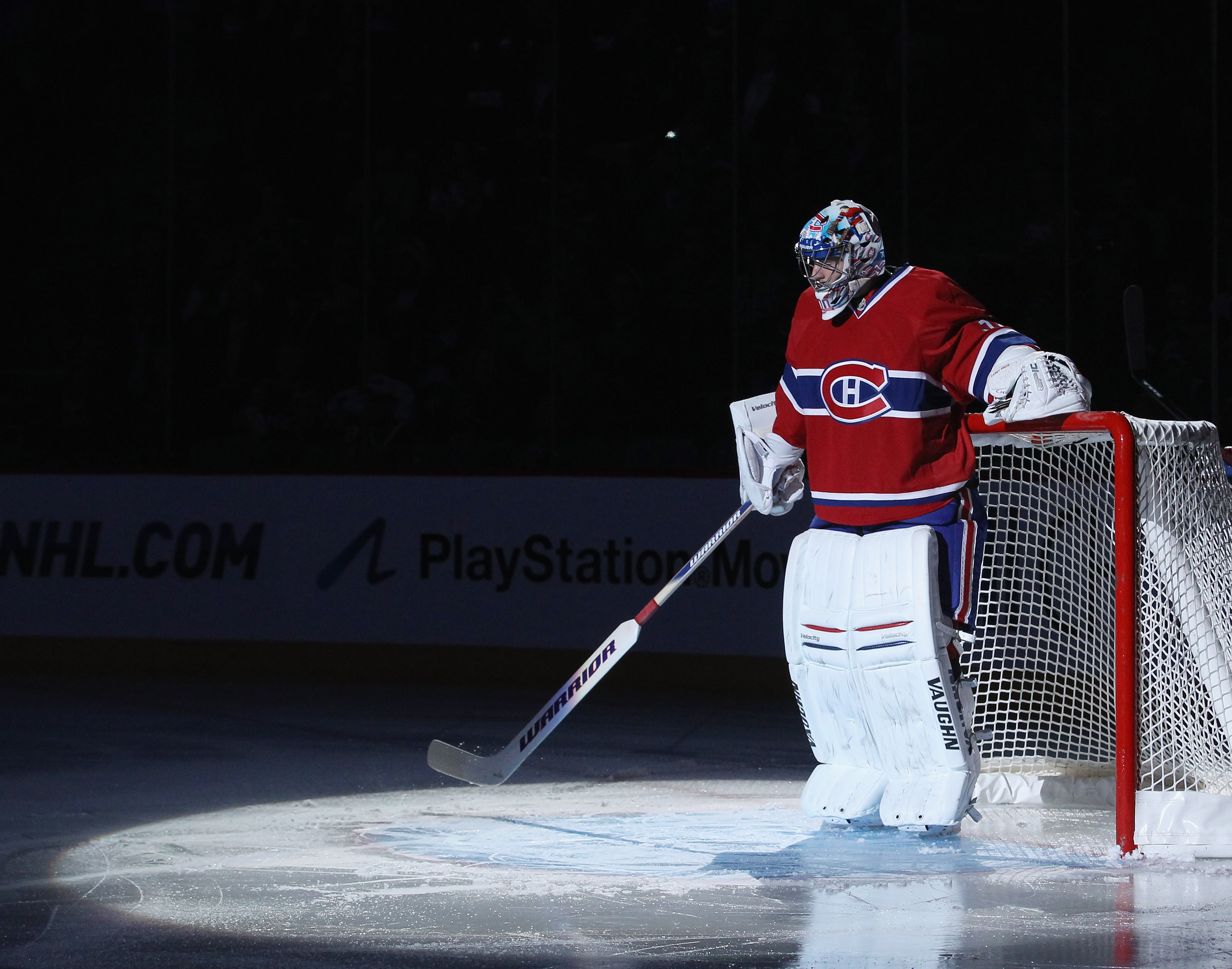 MONTREAL, QC - SEPTEMBER 27:  Carey Price #31 of the Montreal Canadiens prepares for his game against the Florida Panthers at the Bell Centre on September 27, 2010 in Montreal, Canada.  (Photo by Bruce Bennett/Getty Images)