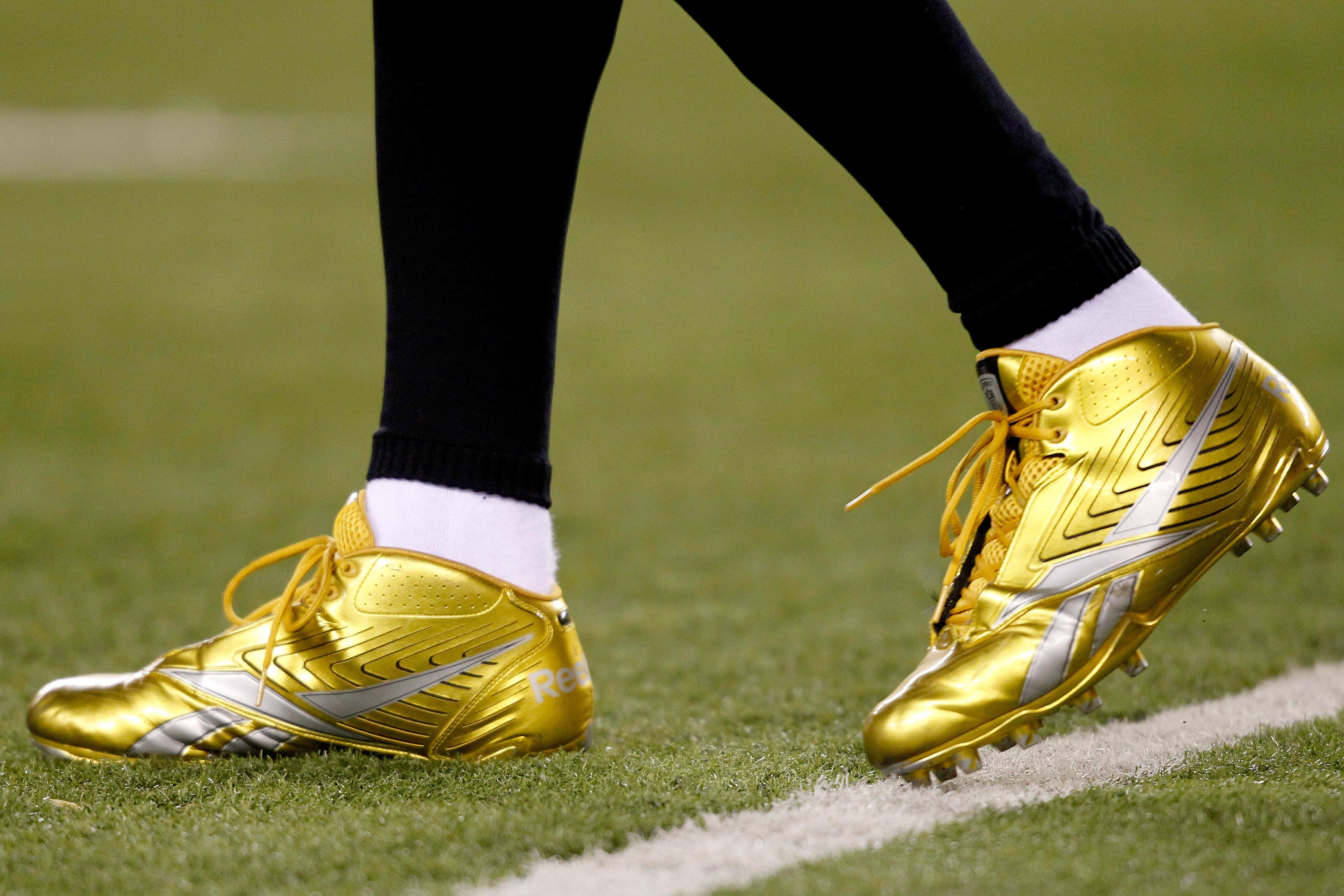 CINCINNATI - NOVEMBER 08:  Shoes worn by Chad Ochocinco #85 of the Cincinnati Bengals against the Pittsburgh Steelers at Paul Brown Stadium on November 8, 2010 in Cincinnati, Ohio.  (Photo by Matthew Stockman/Getty Images)