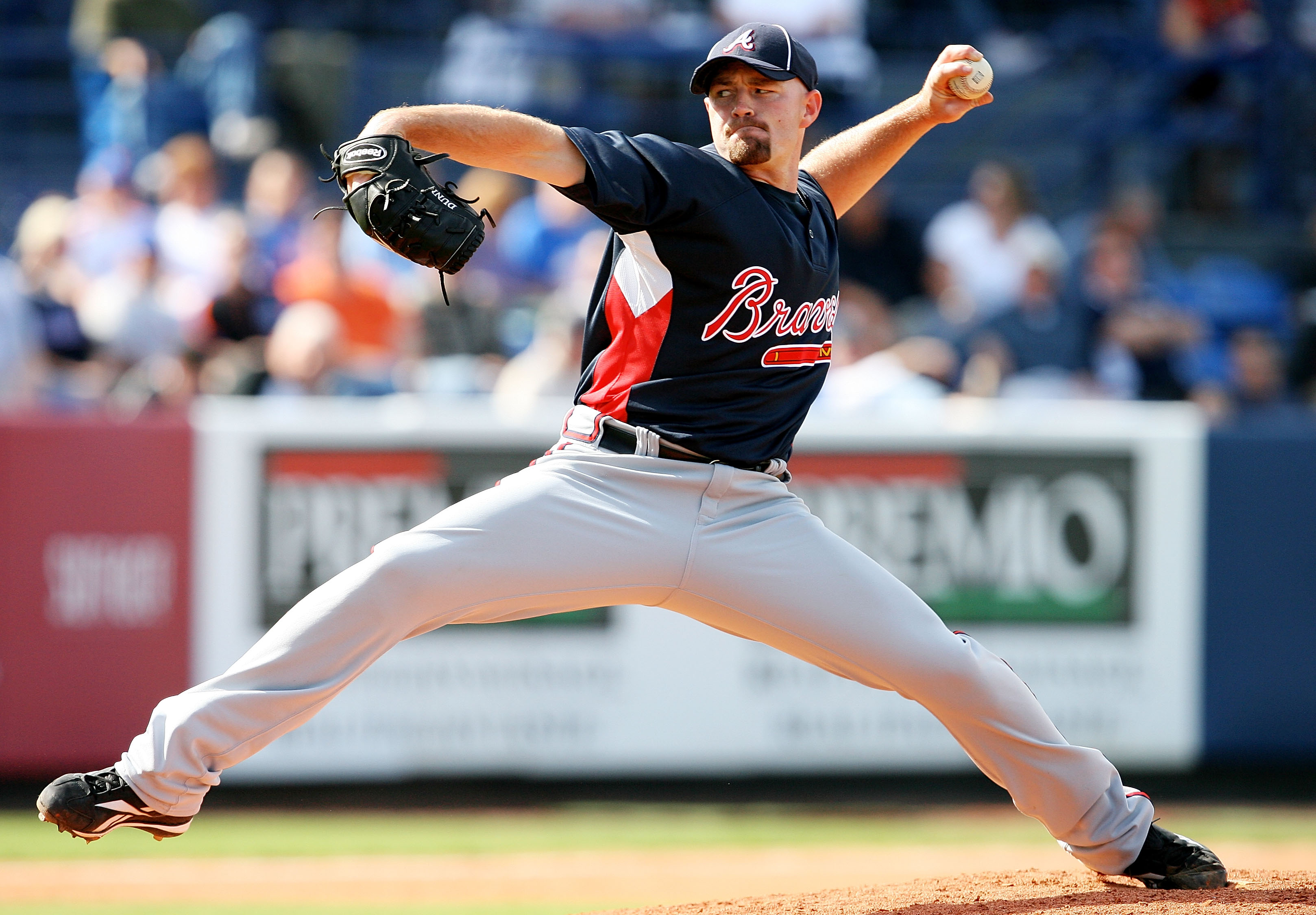 PORT ST. LUCIE, FL - MARCH 02:  Pitcher Mike Dunn #38 of the Atlanta Braves pitches against the New York Mets during a spring training game at Tradition Field on March 2, 2010 in Port St. Lucie, Florida.  (Photo by Doug Benc/Getty Images)